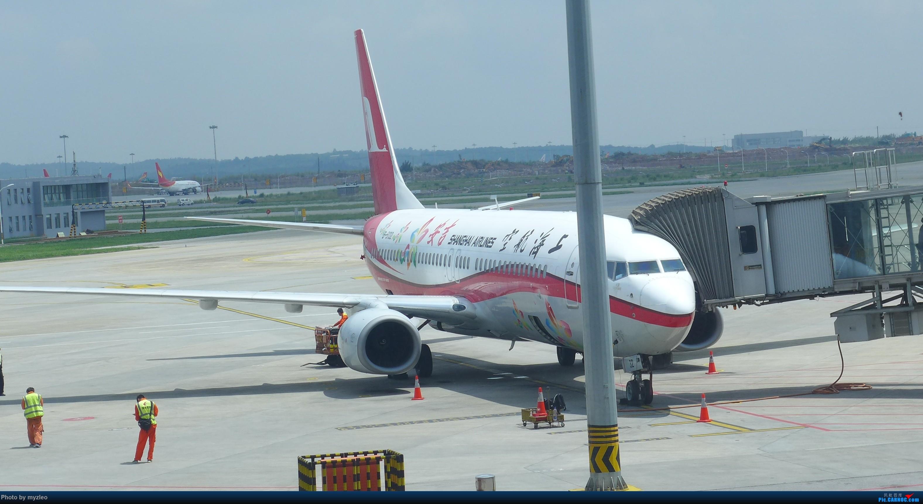 Re:[原创]【myzleo的游记2.1】昆洱风光(1)——SHA-KMG上航商务舱再体验+人在昆明 BOEING 737-800 B-5132 中国昆明长水国际机场