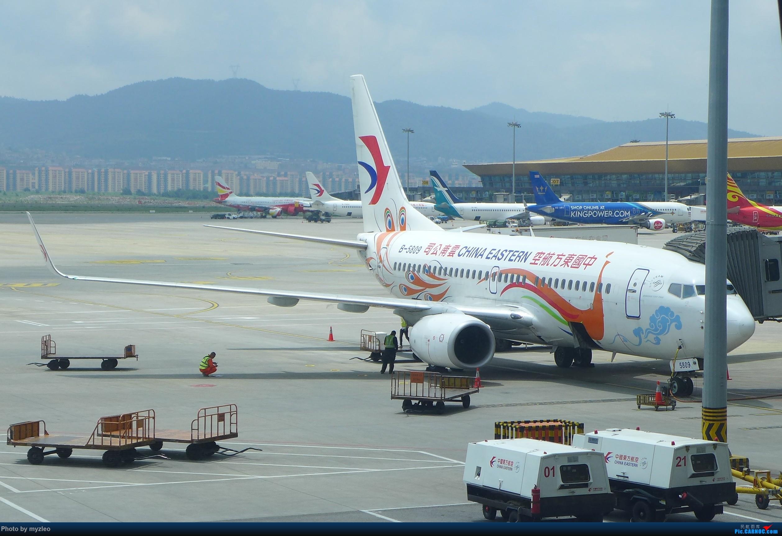 Re:[原创]【myzleo的游记2.1】昆洱风光(1)——SHA-KMG上航商务舱再体验+人在昆明 BOEING 737-700 B-5809 中国昆明长水国际机场