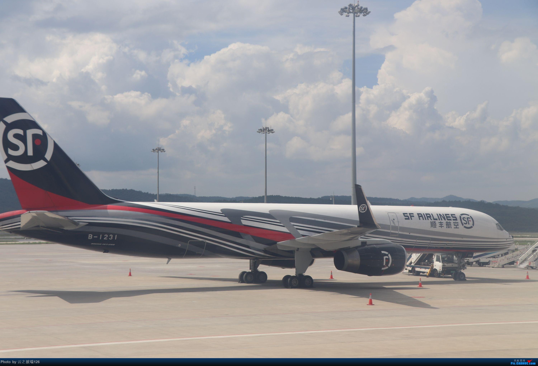 Re:[原创]-------------走进彩云之南,八天云南游,意外,再送杭州半日游--------- BOEING 757-200 B-1231 中国昆明长水国际机场