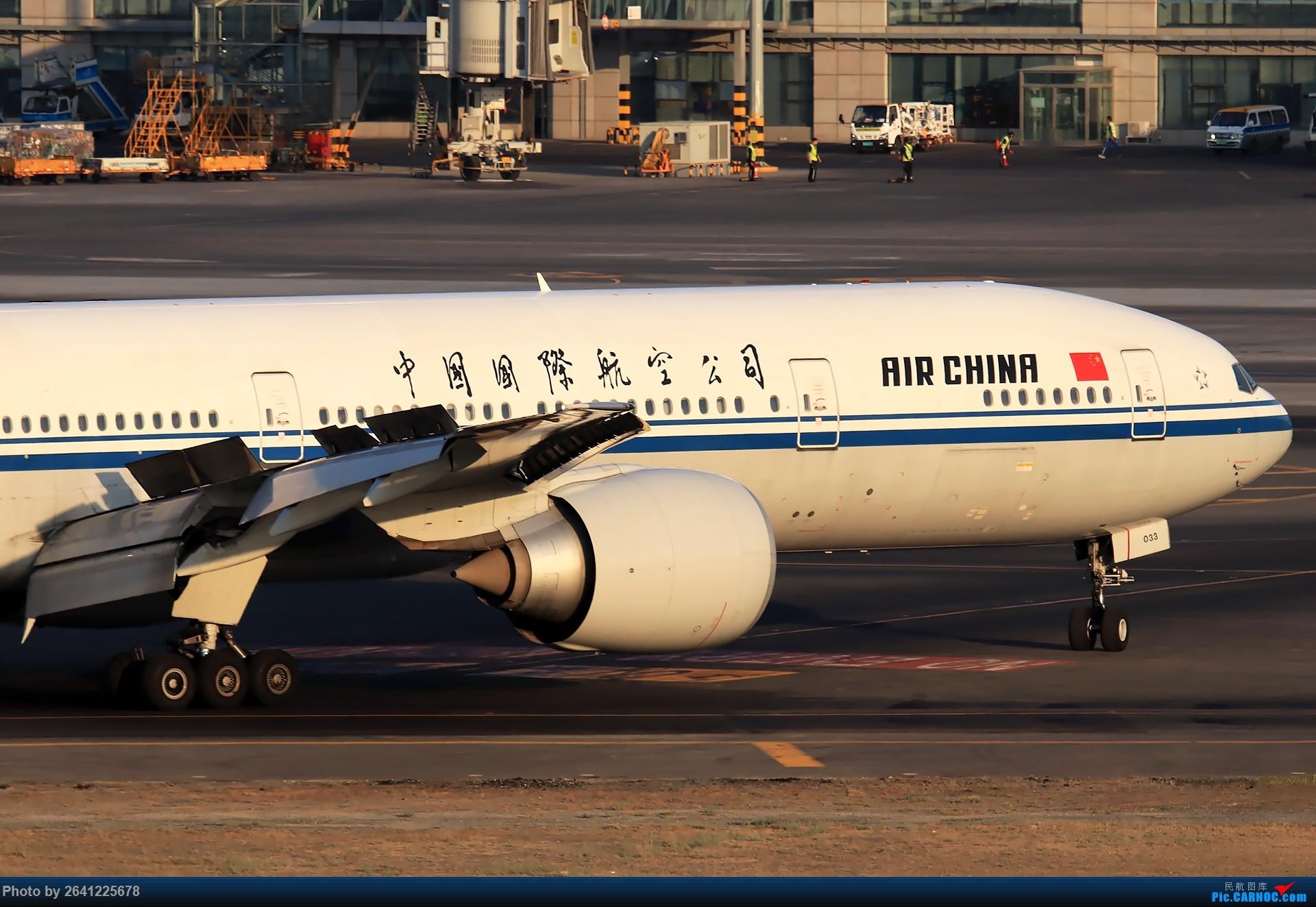 Re:[原创]【小周游记第7集拍机贴】乌鲁木齐绝美的地景和光线 BOEING 777-300ER B-2033 中国乌鲁木齐地窝堡国际机场