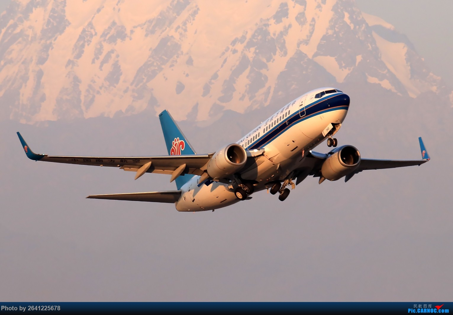 Re:[原创]【小周游记第7集拍机贴】乌鲁木齐绝美的地景和光线 BOEING 737-700 B-5240 中国乌鲁木齐地窝堡国际机场