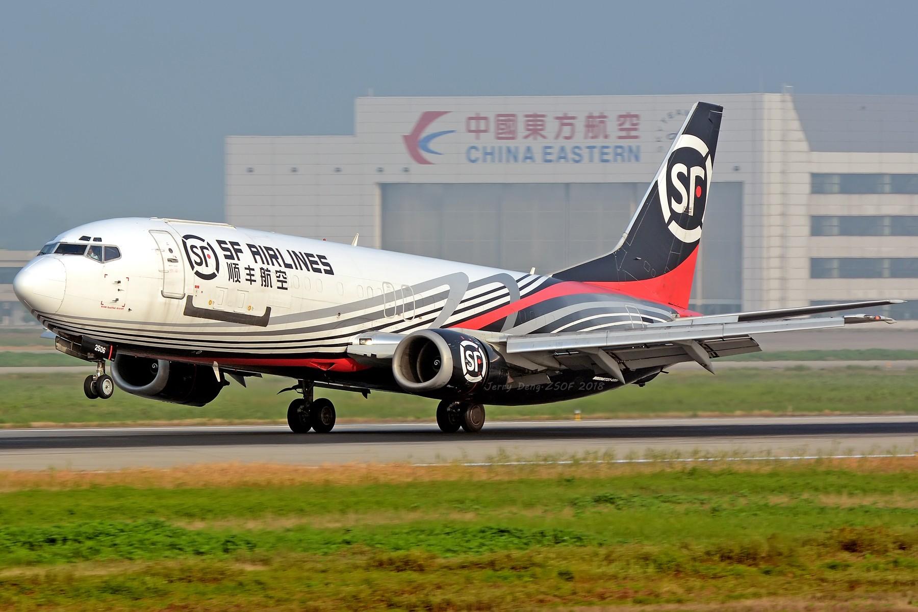 [原创]【多图党】三伏天周末晨练一组 BOEING 737-400 B-2506 中国合肥新桥国际机场