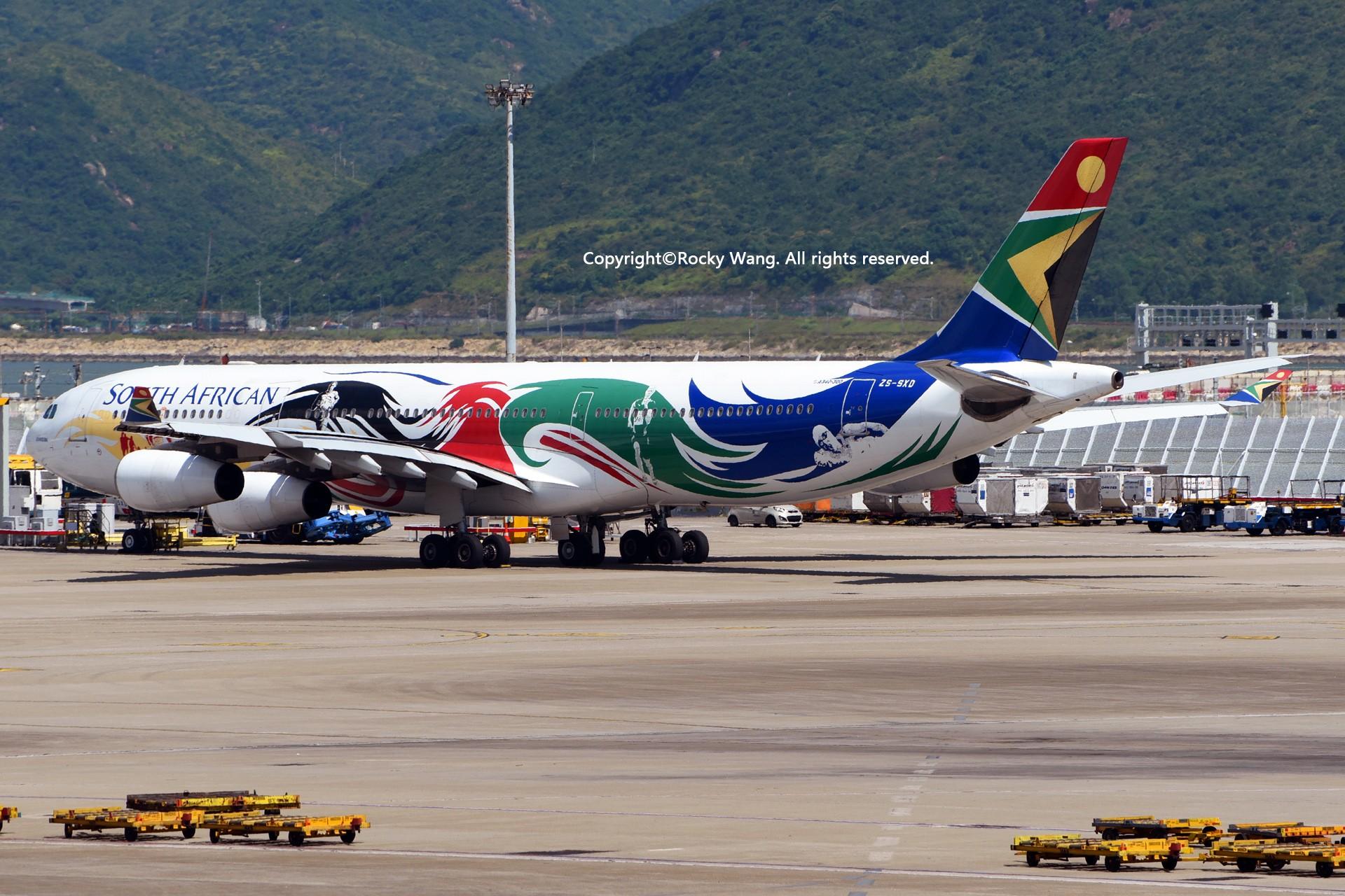 Re:[原创]简易版游记,纪念一次30段的环球飞行和一些碎碎念 AIRBUS A340-313E ZS-SXD Hong Kong-Chek Lap Kok Int'l Airport