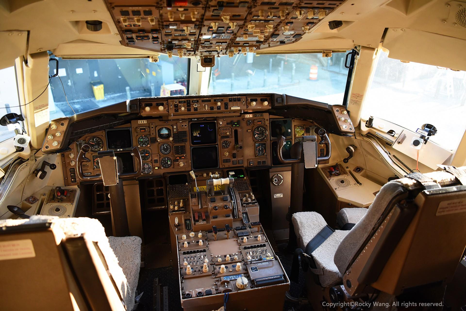 Re:[原创]简易版游记,纪念一次30段的环球飞行和一些碎碎念 BOEING 757-222 N587UA Newark Int'l Airport