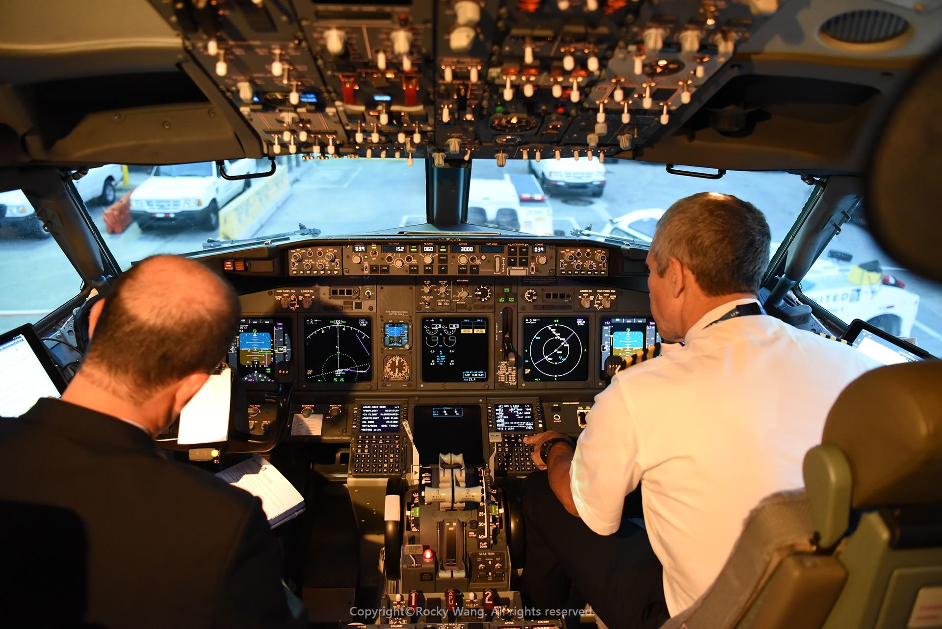 Re:[原创]简易版游记,纪念一次30段的环球飞行和一些碎碎念 BOEING 737-924ER N69888 Newark Int'l Airport