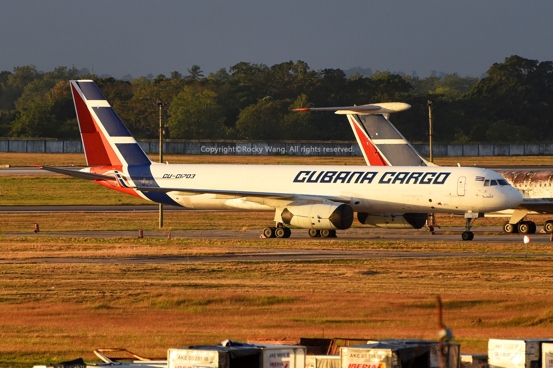 Re:简易版游记,纪念一次30段的环球飞行和一些碎碎念 TUPOLEV TU-204-100CE CU-C1703 Havana Aeropuerto Int'l Jose Marti