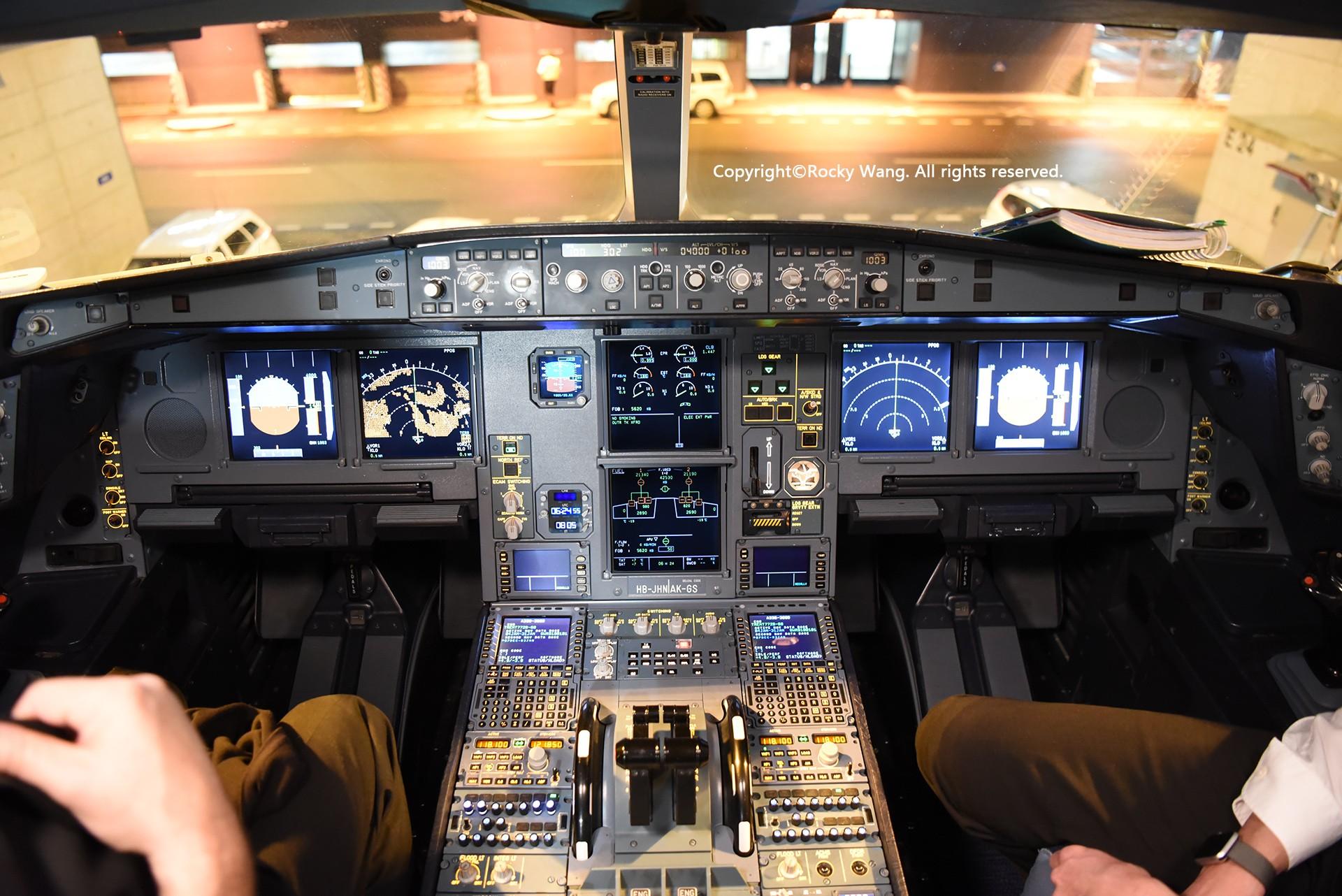 Re:[原创]简易版游记,纪念一次30段的环球飞行和一些碎碎念 AIRBUS A330-343 HB-JHN Zurich-Kloten Airport