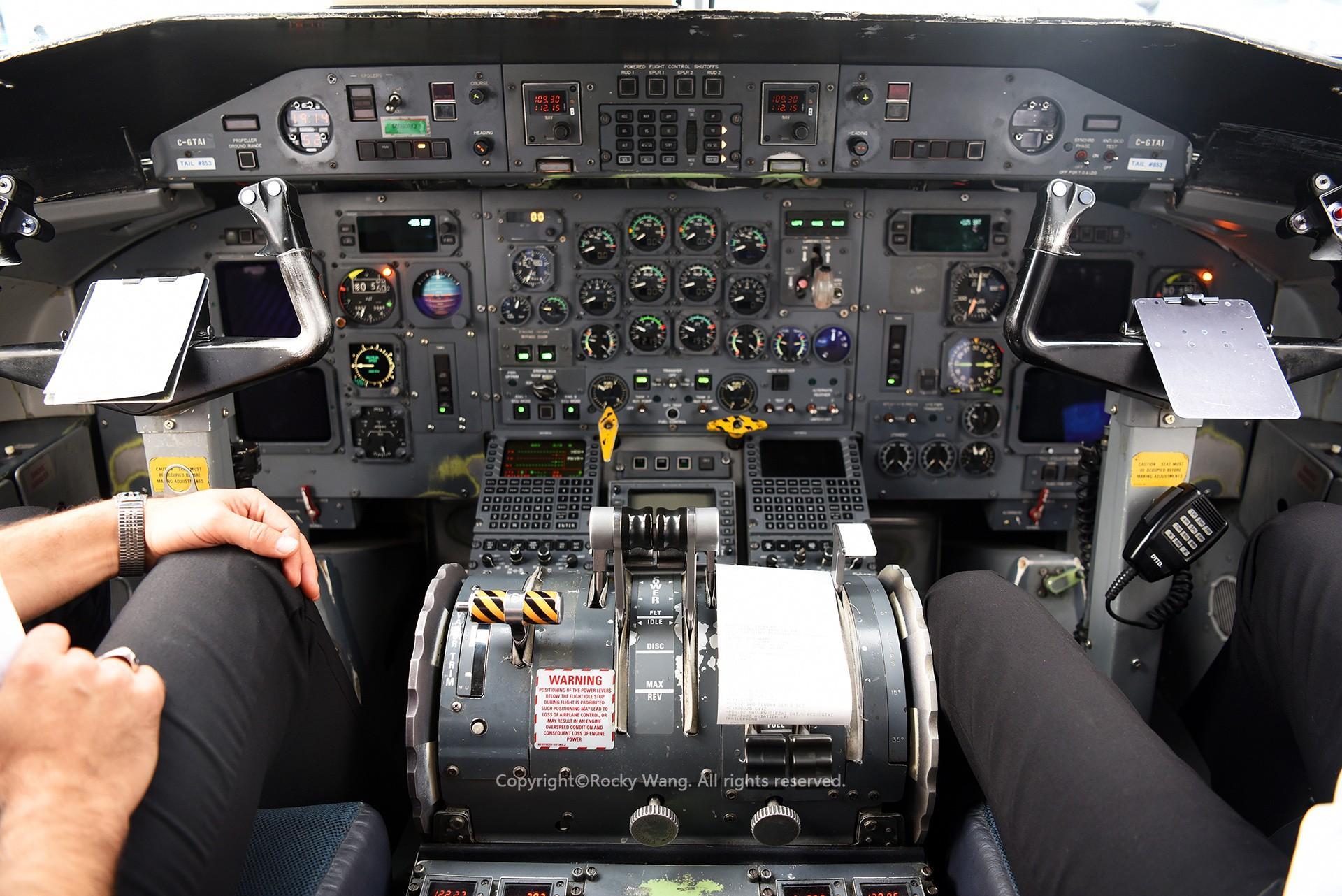 Re:[原创]简易版游记,纪念一次30段的环球飞行和一些碎碎念 BOMBARDIER DASH 8-102 C-GTAI Toronto Lester B. Pearson Int'l Airport