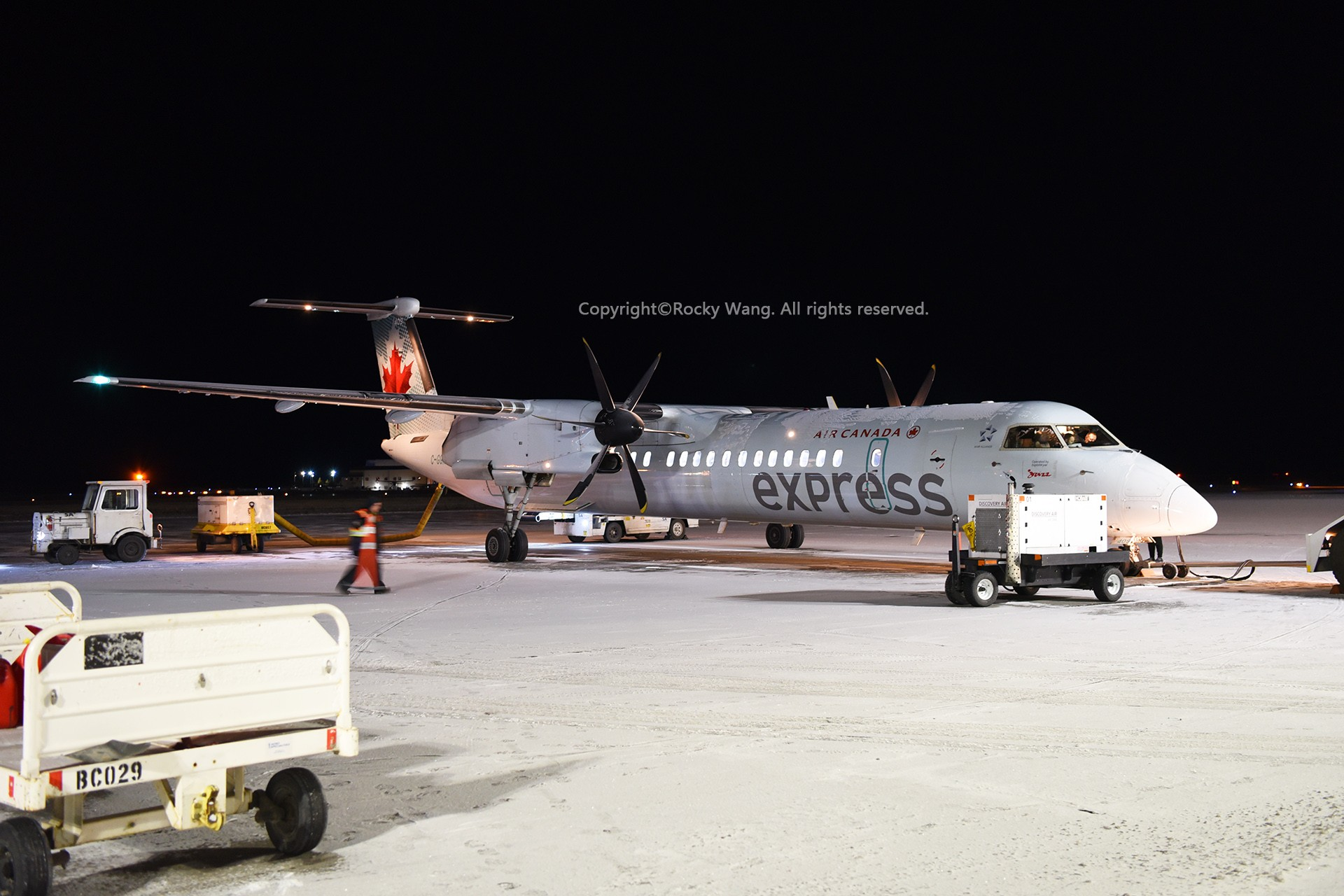 Re:[原创]简易版游记,纪念一次30段的环球飞行和一些碎碎念 BOMBARDIER DASH 8-Q402 C-GGNF Yellowknife Airport