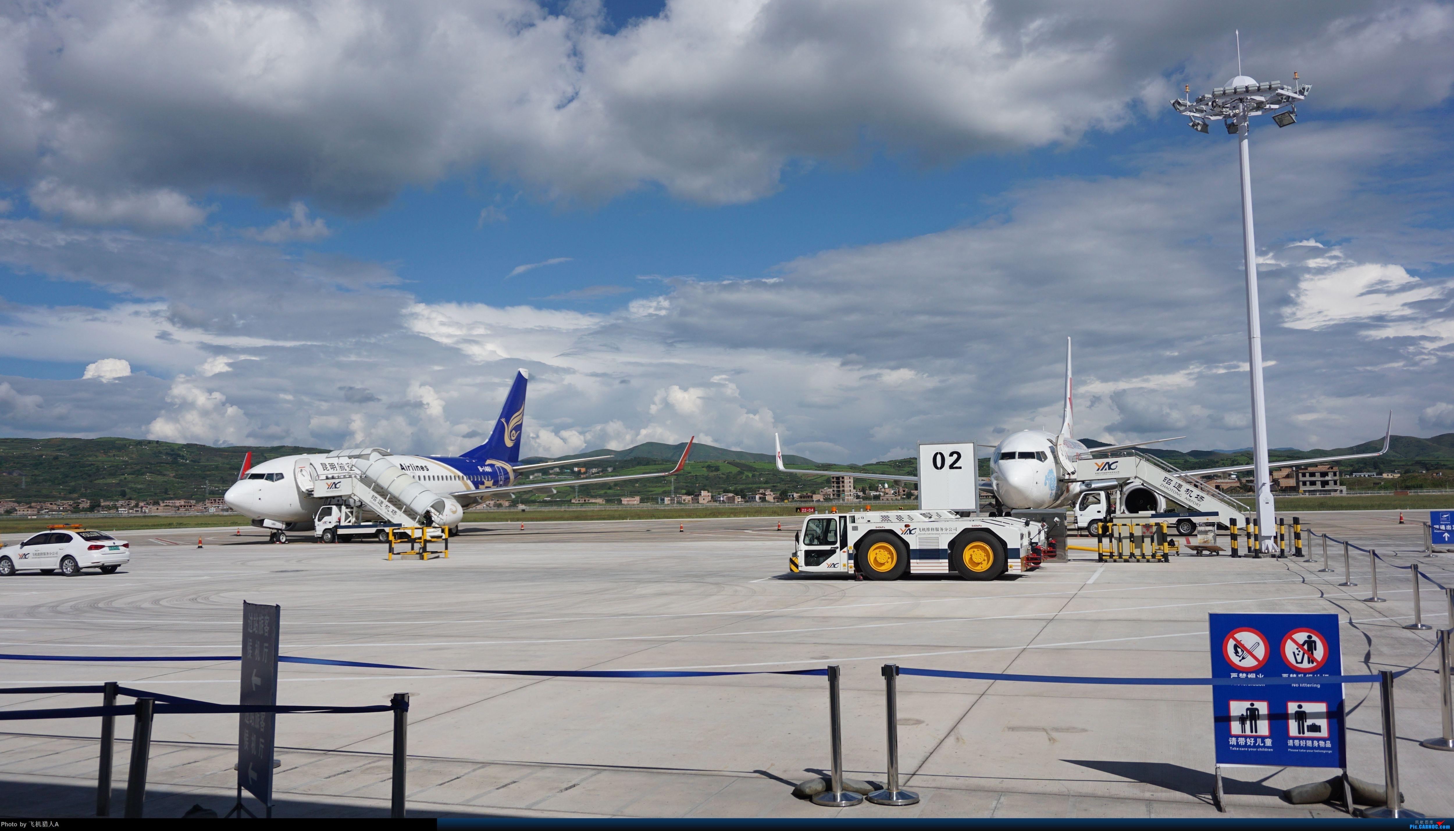 晴空白云下,两架737 BOEING 737-700 B-1461 中国昭通机场