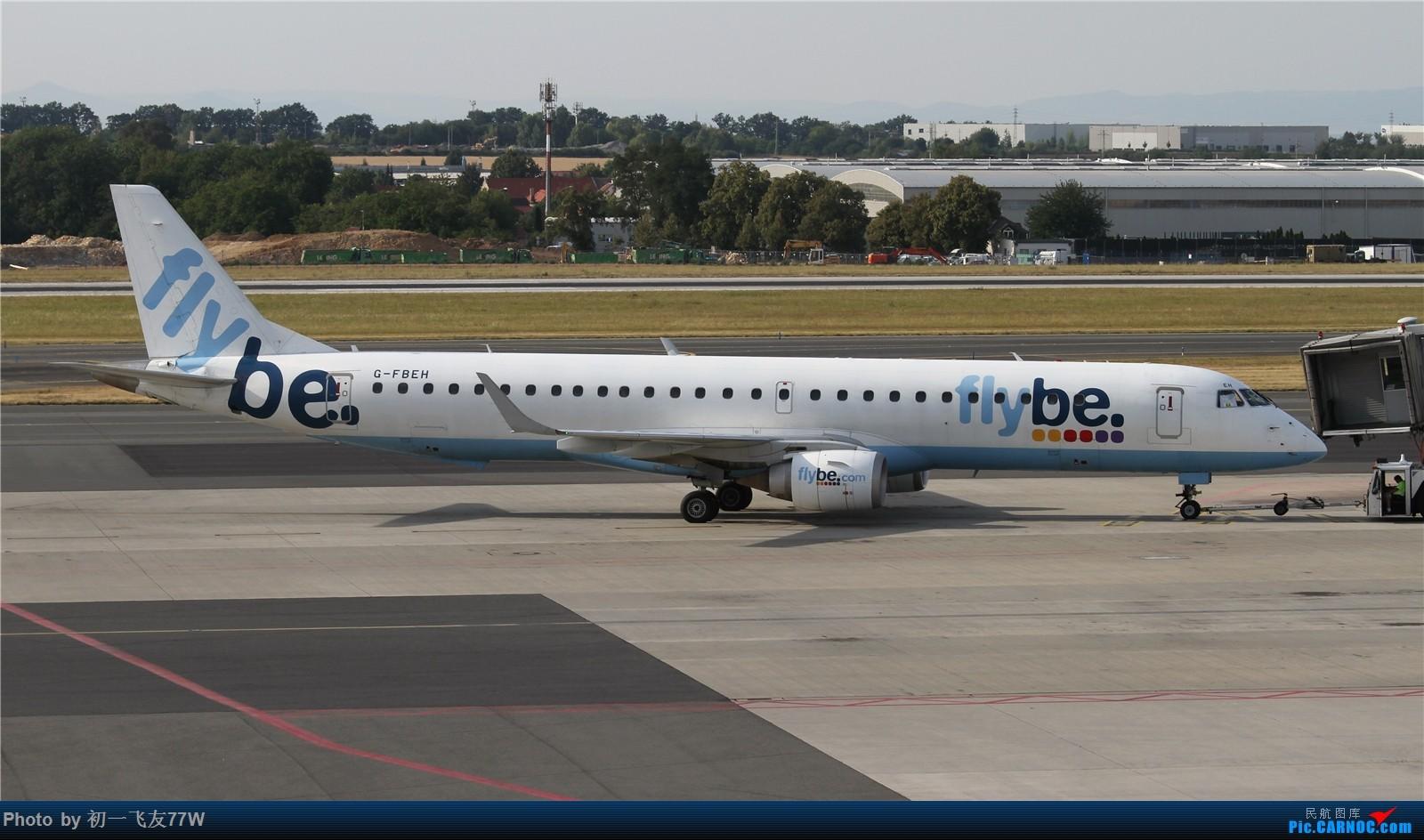 [原创]【多图党】在布拉格机场等飞机时伪装拍机【1600:900】 EMBRAER E-195