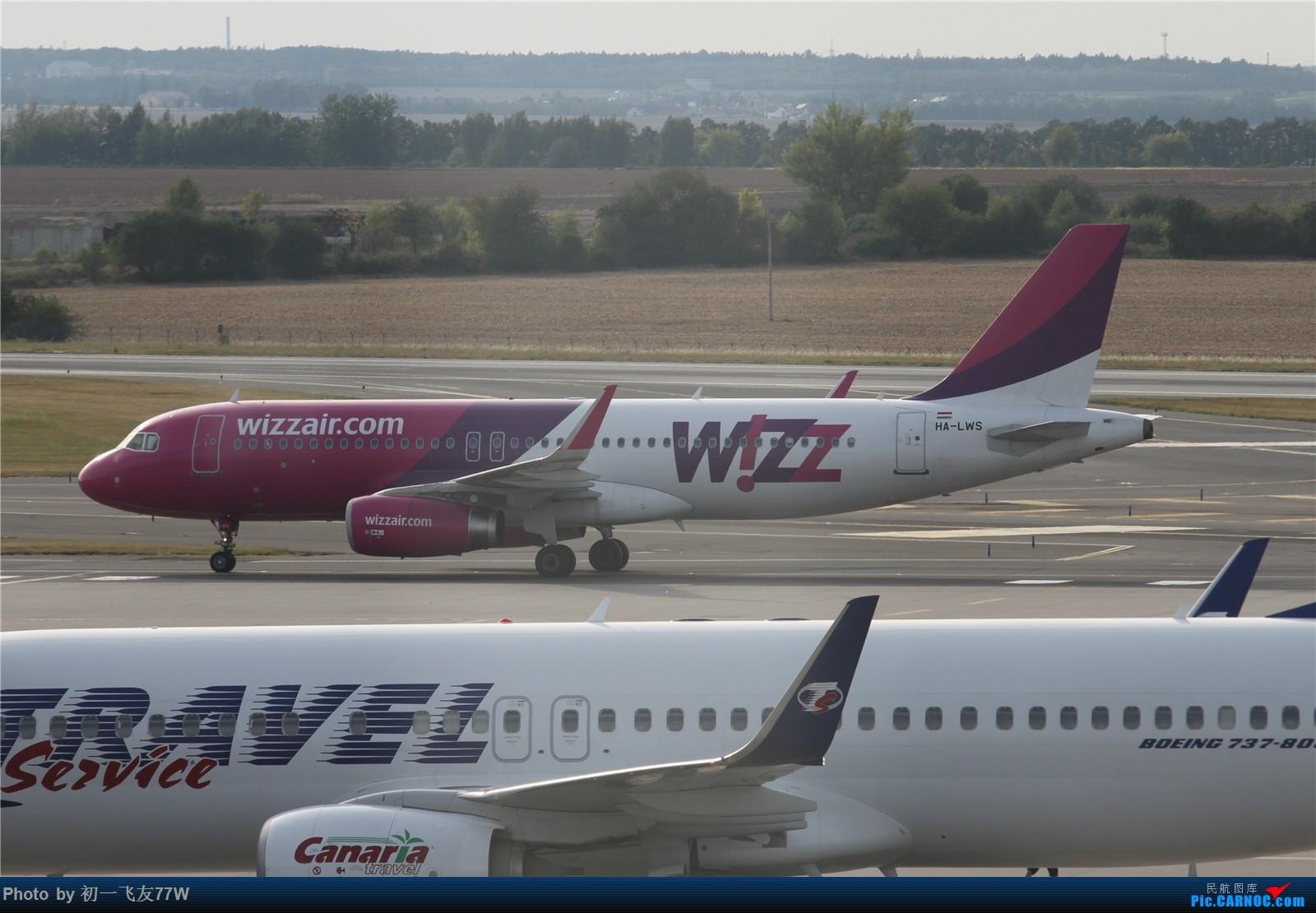 Re:[原创]【多图党】在布拉格机场等飞机时伪装拍机【1600:900】 AIRBUS A320-200