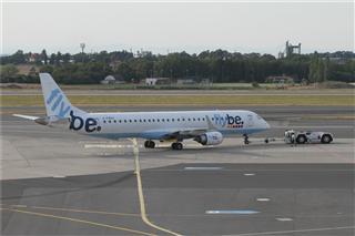 Re:【多圖黨】在布拉格機場等飛機時偽裝拍機【1600:900】