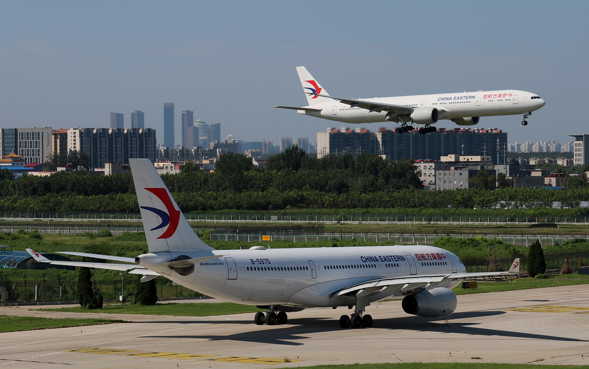 Re:[原创]LIULIU|【PEK】36L降落一组Ⅴ|城市背景下的进近 AIRBUS A330-200 B-5975 中国北京首都国际机场