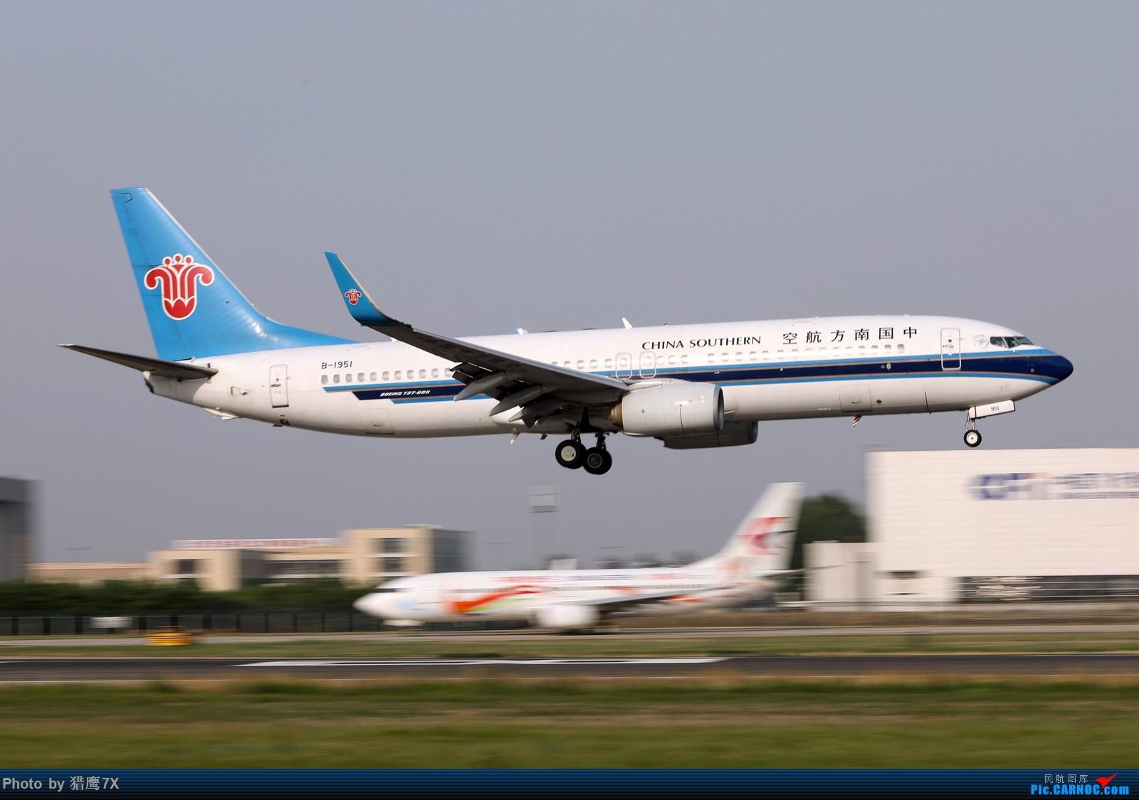 Re:[原创]首次发动感图两张,看看动吗? BOEING 737-800 B-1951 中国北京首都国际机场
