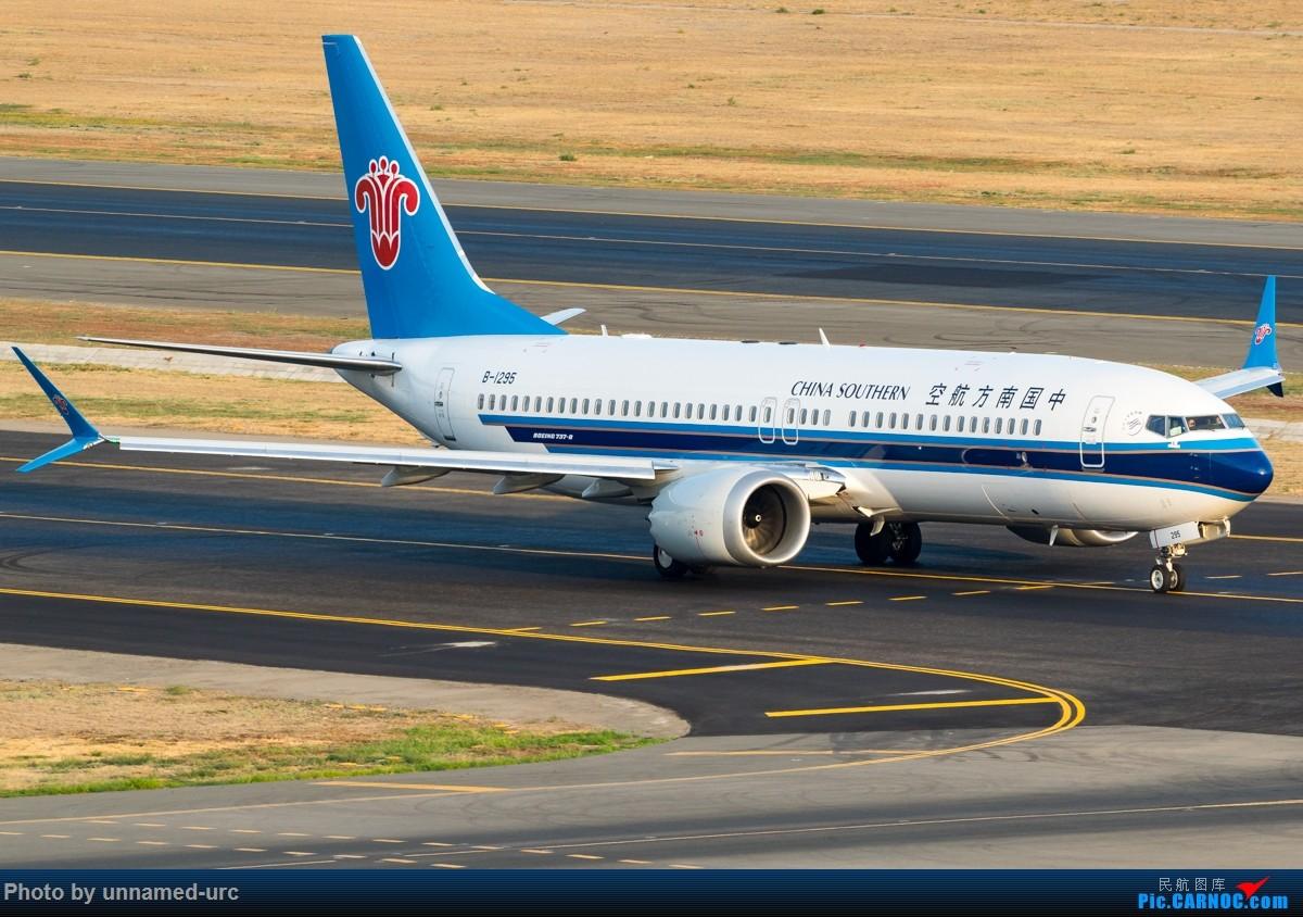 乌鲁木齐晨间航班照片 BOEING 737-800 B-1295 中国乌鲁木齐地窝堡国际机场