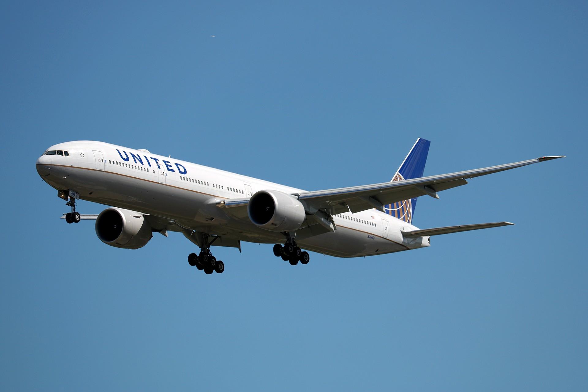 [原创]LIULIU|【PEK 01】|好看的云Ⅲ|下午的那些北美线 BOEING 777-322ER N2846U 中国北京首都国际机场