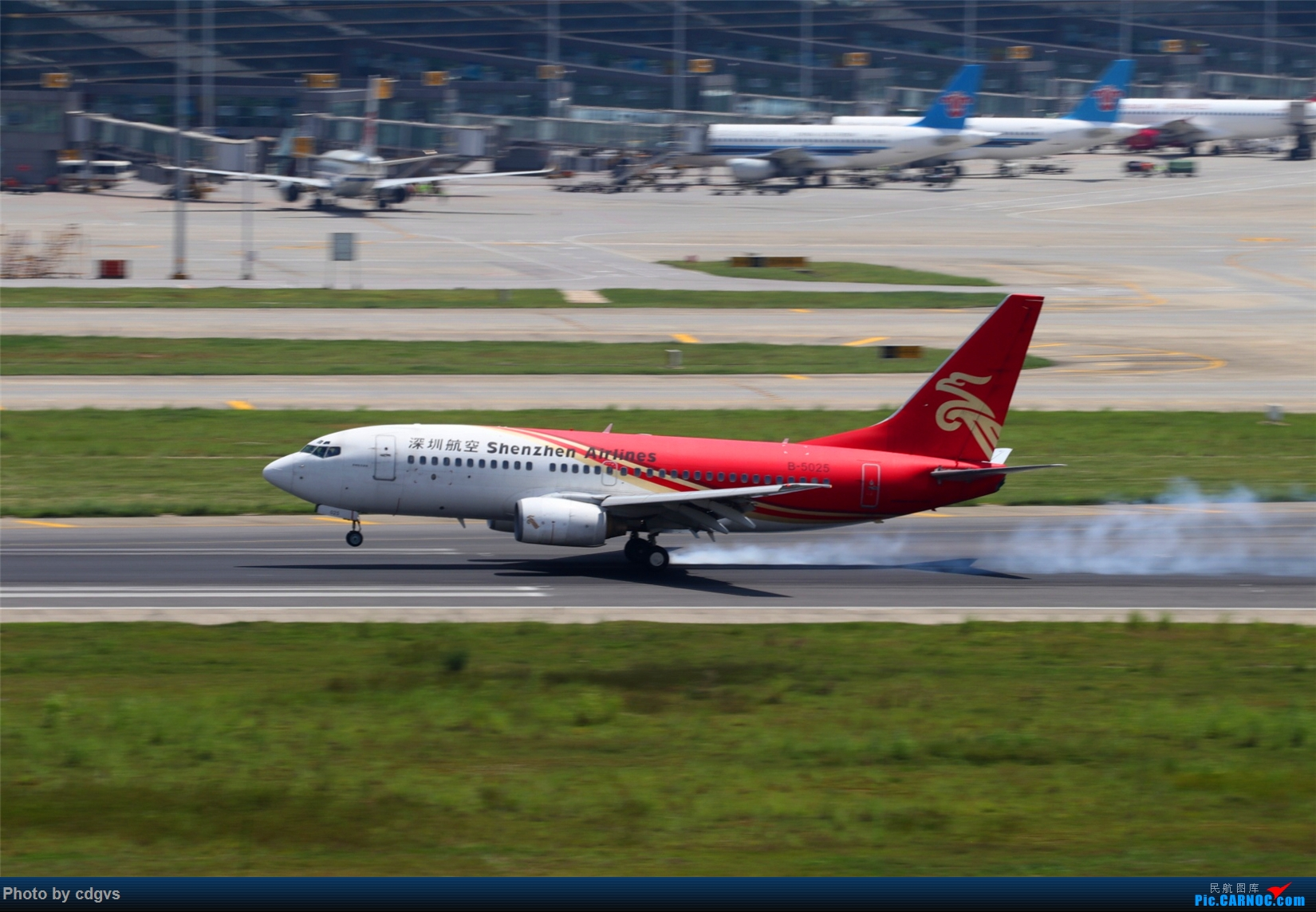 Re:[原创][原创]【KMG】擦烟一组 BOEING 737-700 B-5025 中国昆明长水国际机场