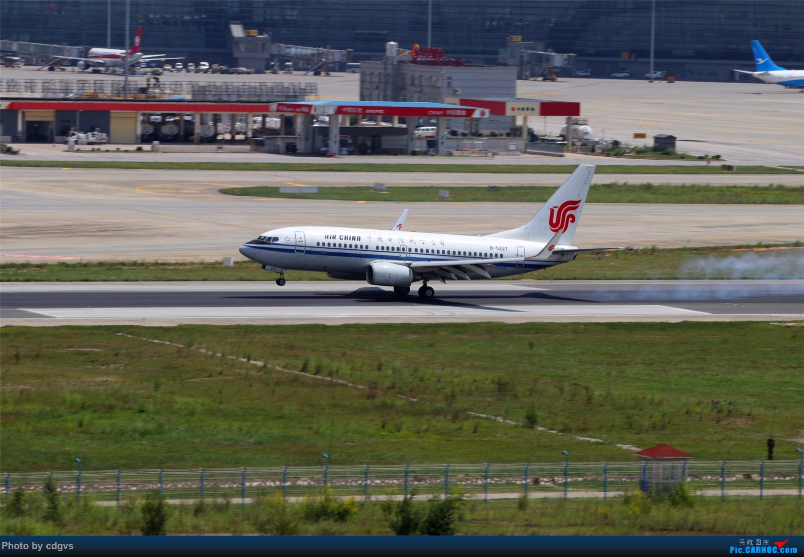 Re:[原创][原创]【KMG】擦烟一组 BOEING 737-700 B-5227 中国昆明长水国际机场