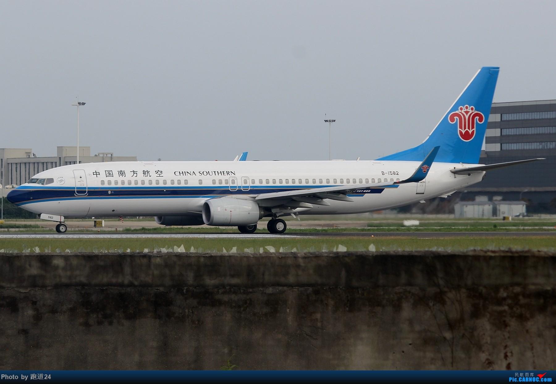 Re:[原创]【多图党】9.16CTU拍机 1800*1200 BOEING 737-800 B-1582 中国成都双流国际机场