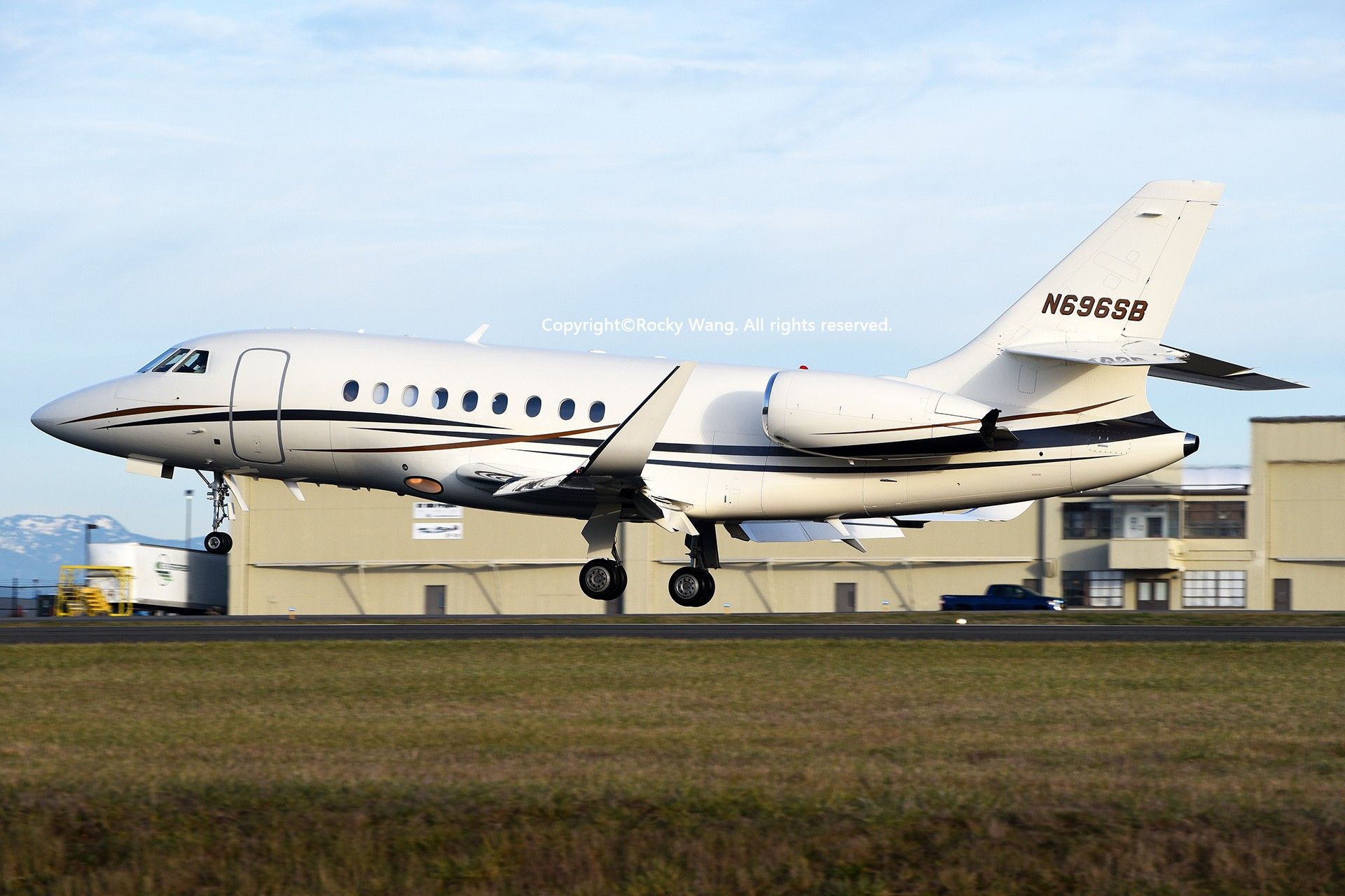 Re:[原创]Seattle 30图 DASSAULT FALCON 2000EX N696SB Snohomish County Airport/Paine Field