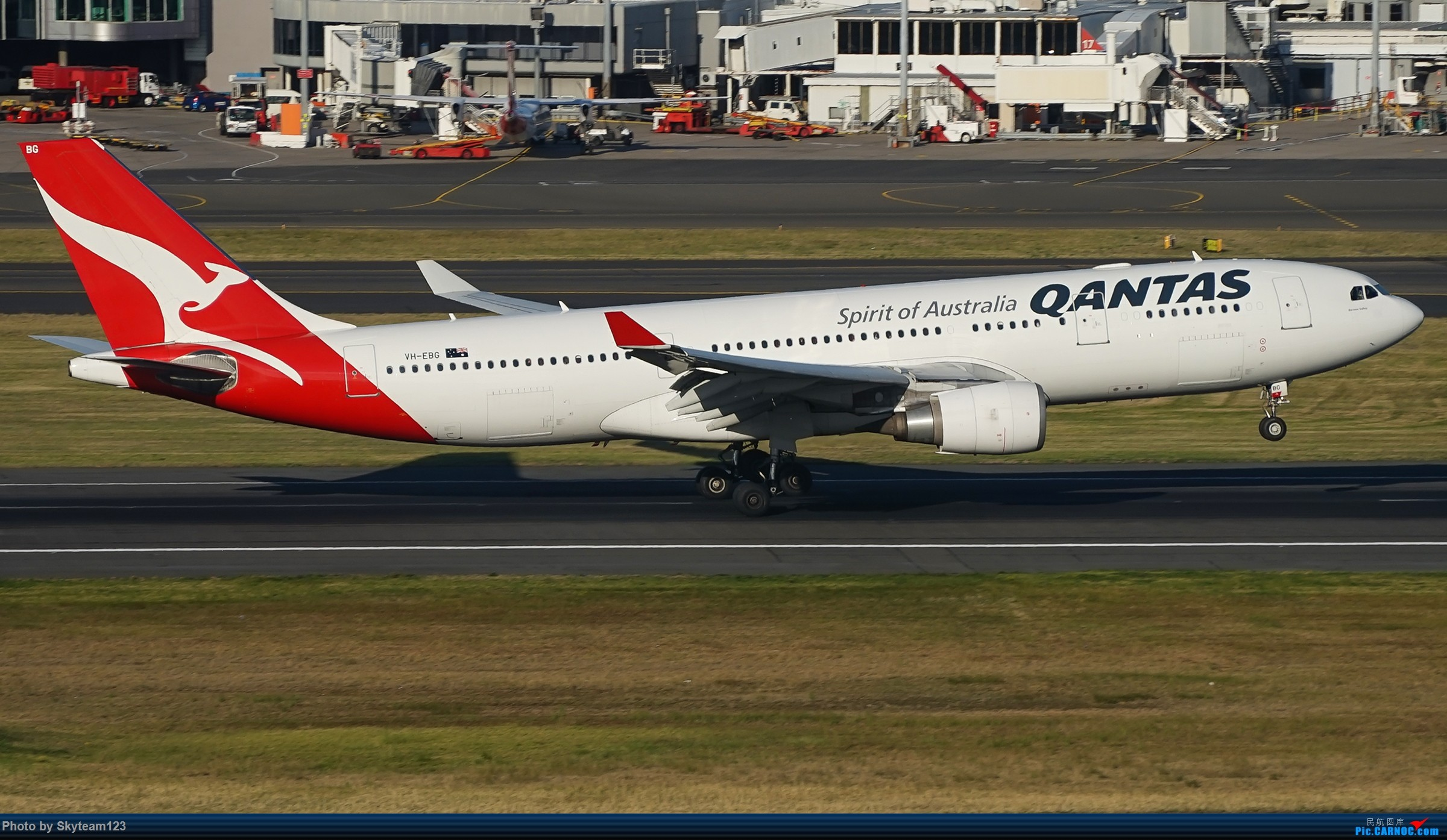 Re:[原创][SYD] 假期拍机小结 解锁16R跑道头拍机位 & 停车楼拍机作业 【全宽体】 AIRBUS A330-200 VH-EBG 澳大利亚悉尼金斯福德·史密斯机场