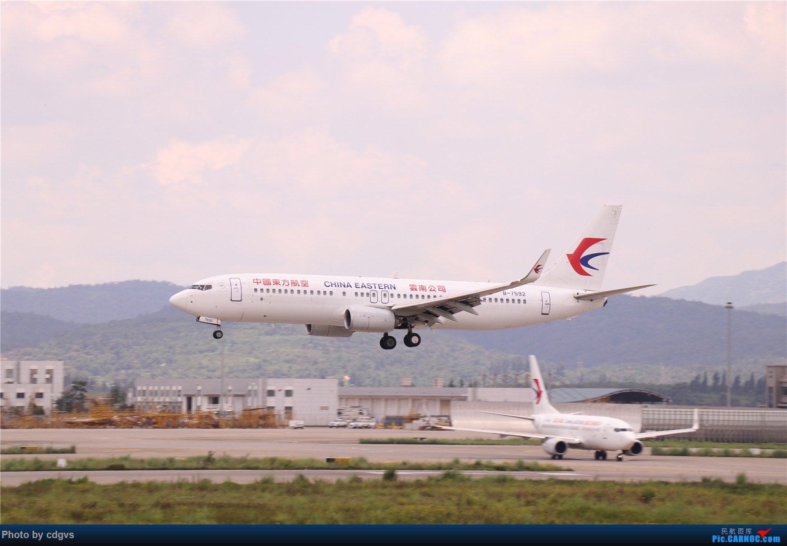 Re:【KMG】挖挖库存,长水真是个窄体窝子…… BOEING 737-800 B-7592 中国昆明长水国际机场
