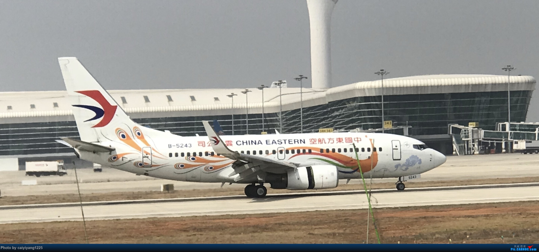 Re:武汉国庆拍机ps:出门忘带相机 拿手机拍的烂货请见谅! BOEING 737-700 B-5243 武汉天河国际机场