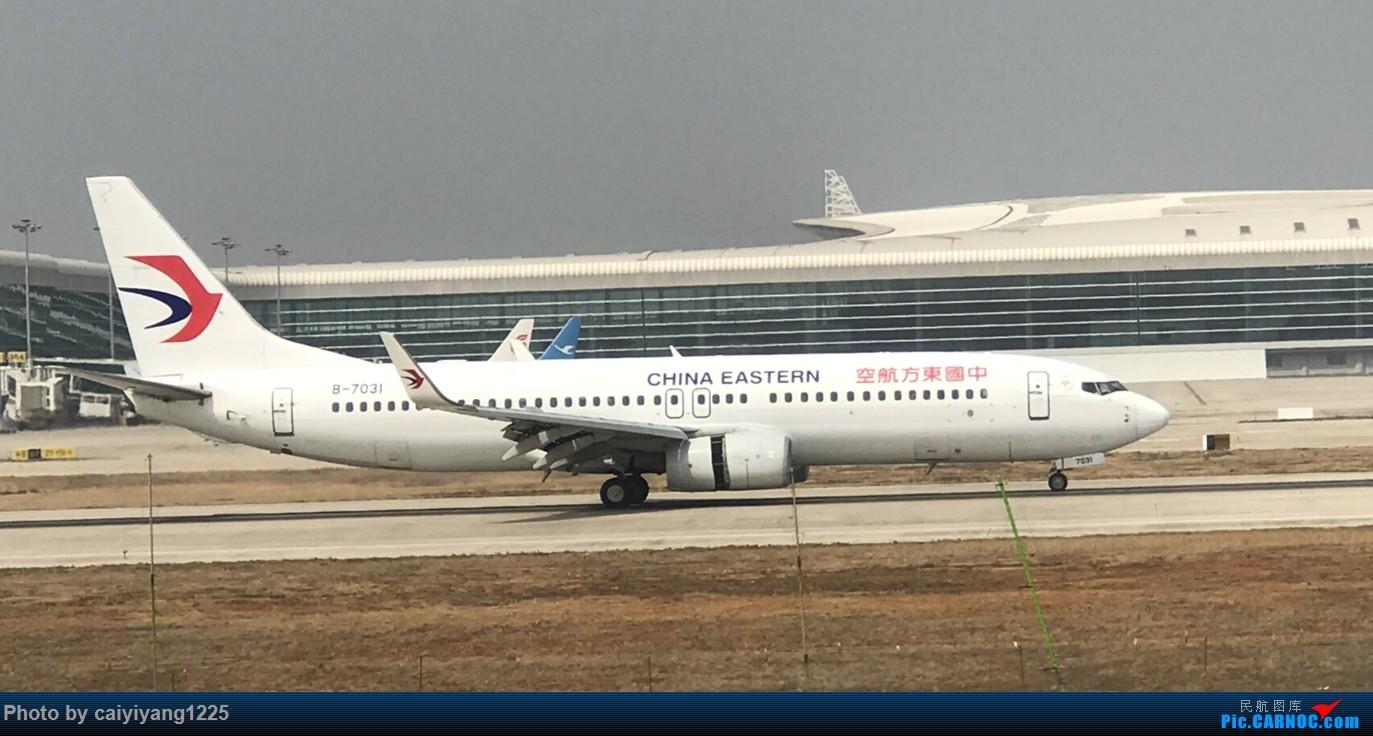 Re:[原创]武汉国庆拍机ps:出门忘带相机 拿手机拍的烂货请见谅! BOEING 737-800 B-7031 武汉天河国际机场