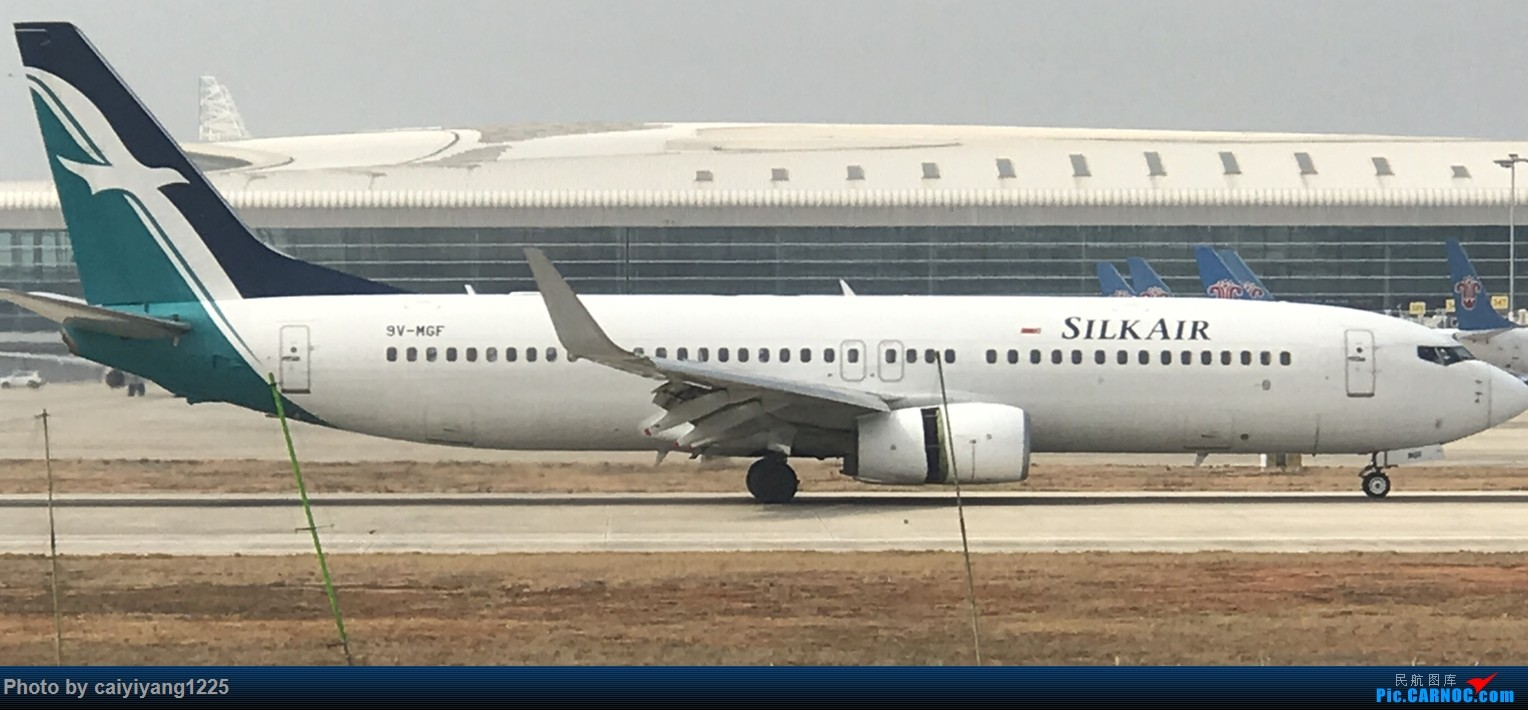 Re:[原创]武汉国庆拍机ps:出门忘带相机 拿手机拍的烂货请见谅! BOEING 737-800 9V_MGF 武汉天河国际机场