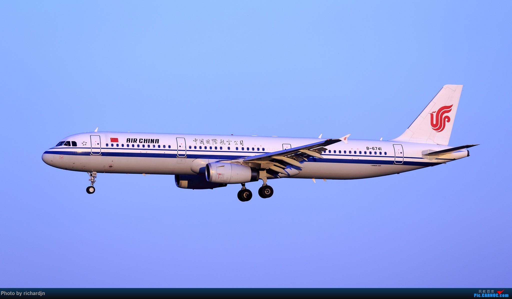 Re:[原创]2018年10月1日ZBAA撸机 AIRBUS A321-200 B-6741 中国北京首都国际机场
