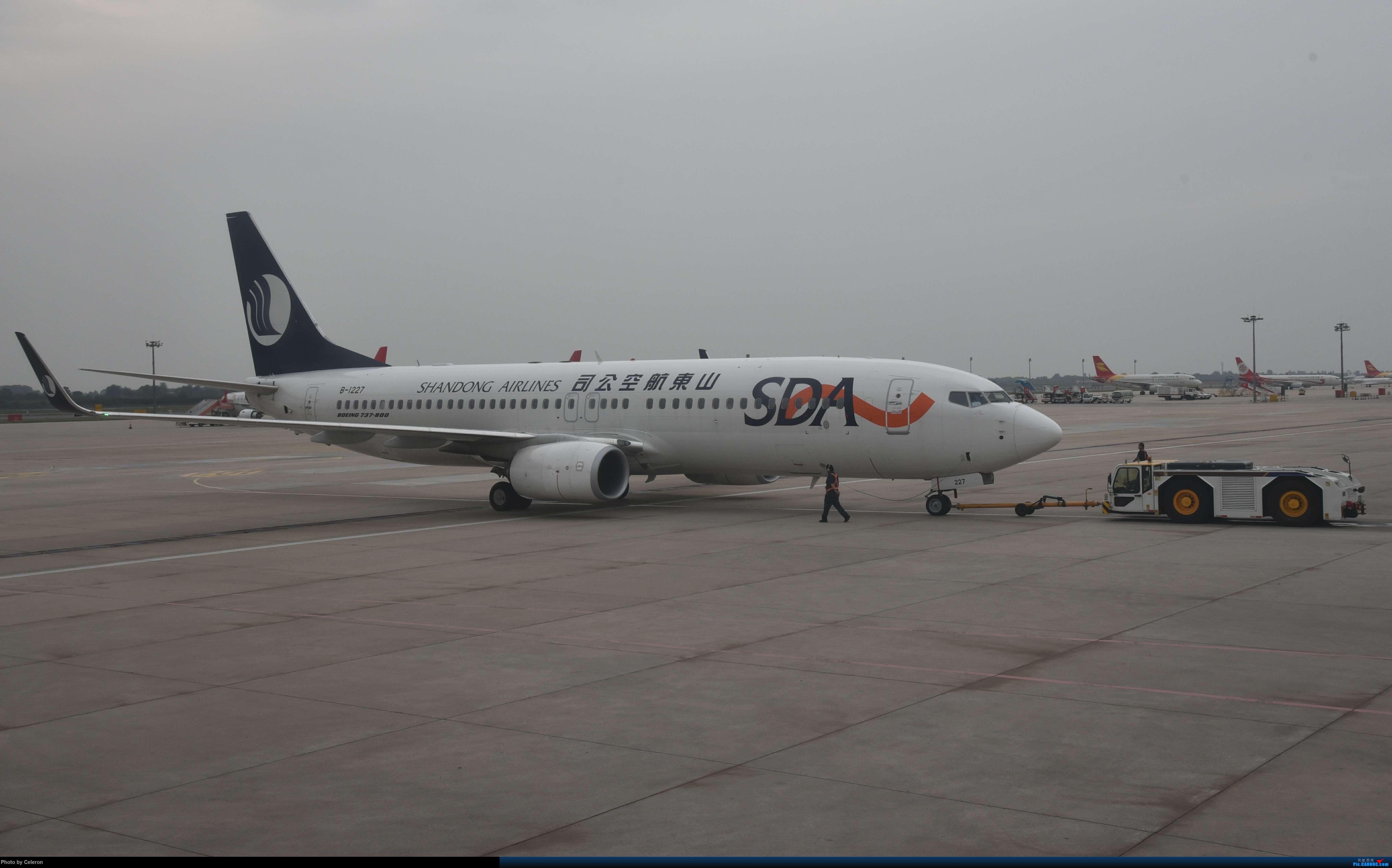 Re:[原创]中秋节上海之行返程PVG-XIY BOEING 737-800 B-1227 中国西安咸阳国际机场
