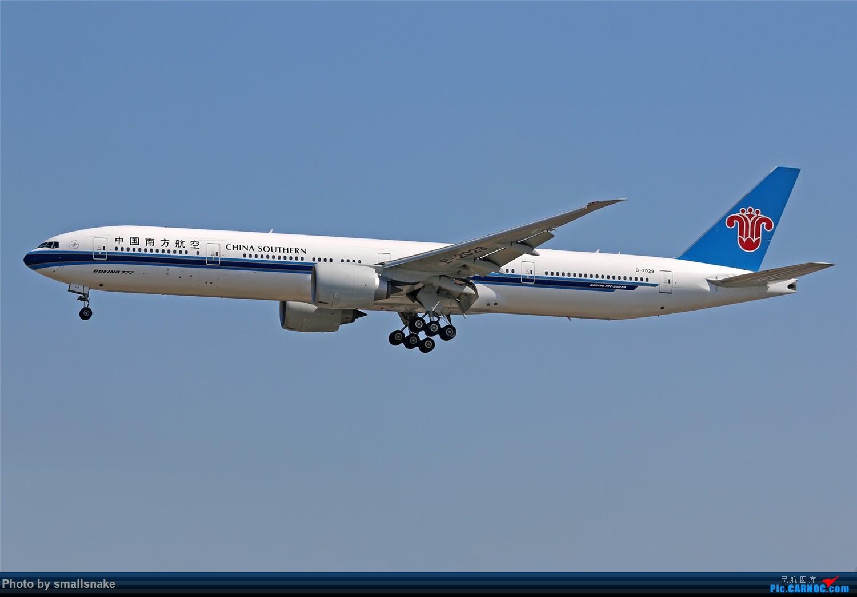 Re:[原创]国庆期间,CAN的那些宽体们... BOEING 777-300ER B-2029 广州白云国际机场