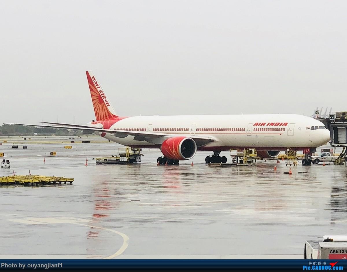 又是好久没来坛子了,发几篇2018年的飞行游记纪念一下吧....第一篇,环球飞行之旅:北京-纽瓦克-波哥大-麦德林-巴拿马城-墨西哥城-法兰克福-北京 BOEING 777-300ER VT-ALU 美国纽瓦克机场