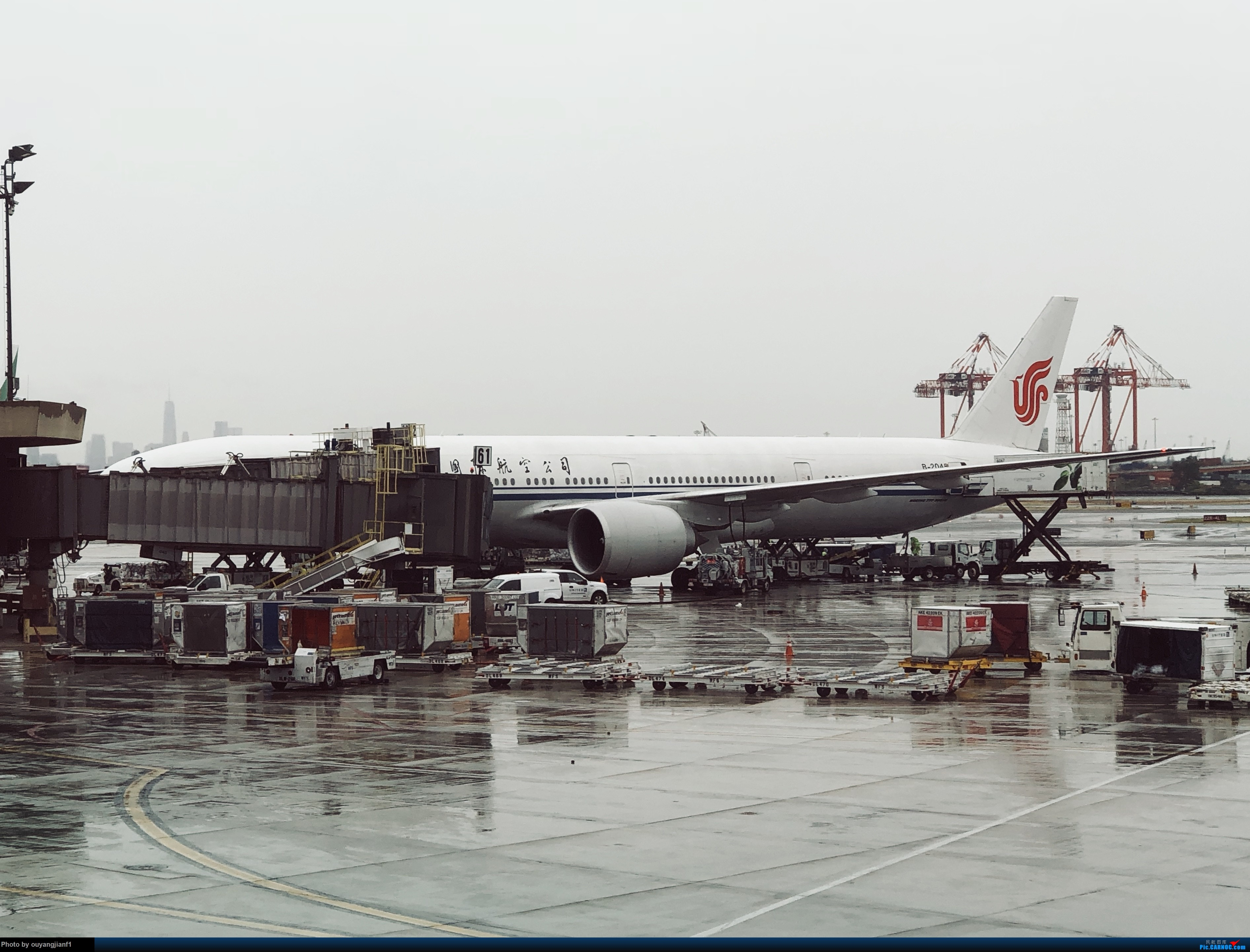 又是好久没来坛子了,发几篇2018年的飞行游记纪念一下吧....第一篇,环球飞行之旅:北京-纽瓦克-波哥大-麦德林-巴拿马城-墨西哥城-法兰克福-北京 BOEING 777-300ER B-2045 美国纽瓦克机场