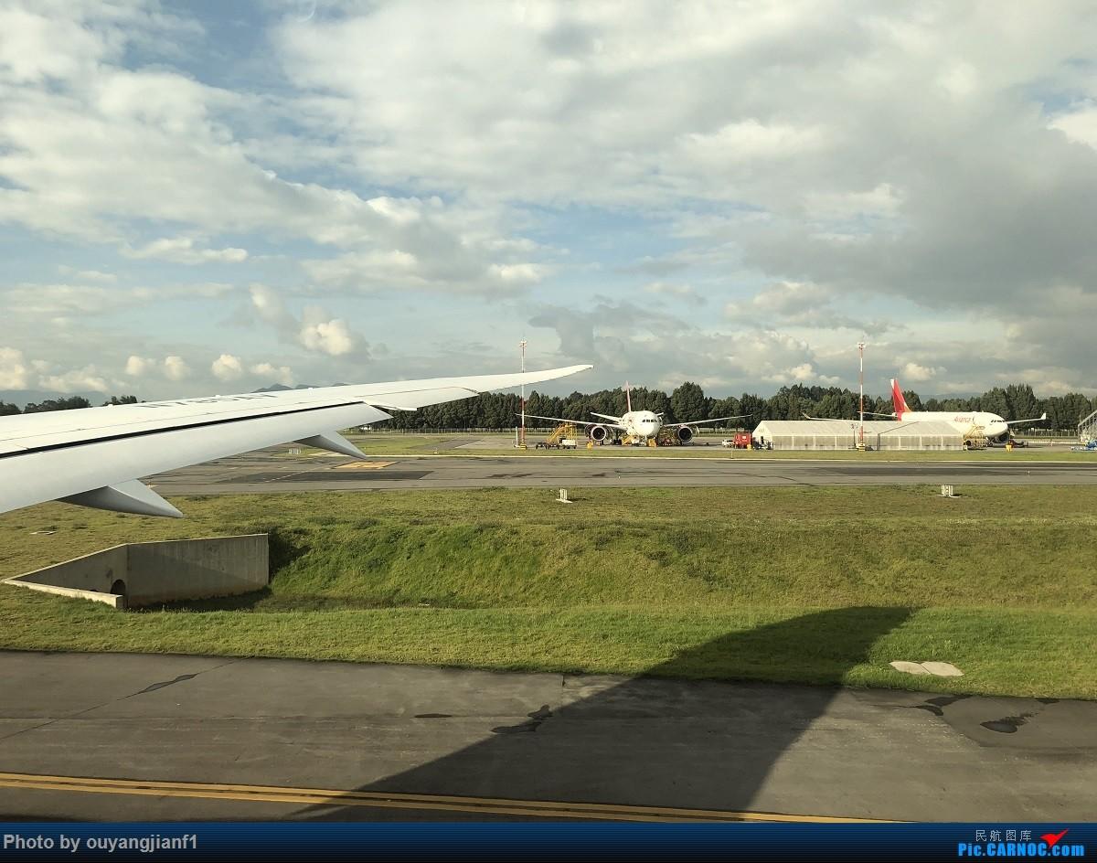 又是好久没来坛子了,发几篇2018年的飞行游记纪念一下吧....第一篇,环球飞行之旅:北京-纽瓦克-波哥大-麦德林-巴拿马城-墨西哥城-法兰克福-北京 BOEING 787-8 N785AV 哥伦比亚波哥大埃尔多拉多国际机场