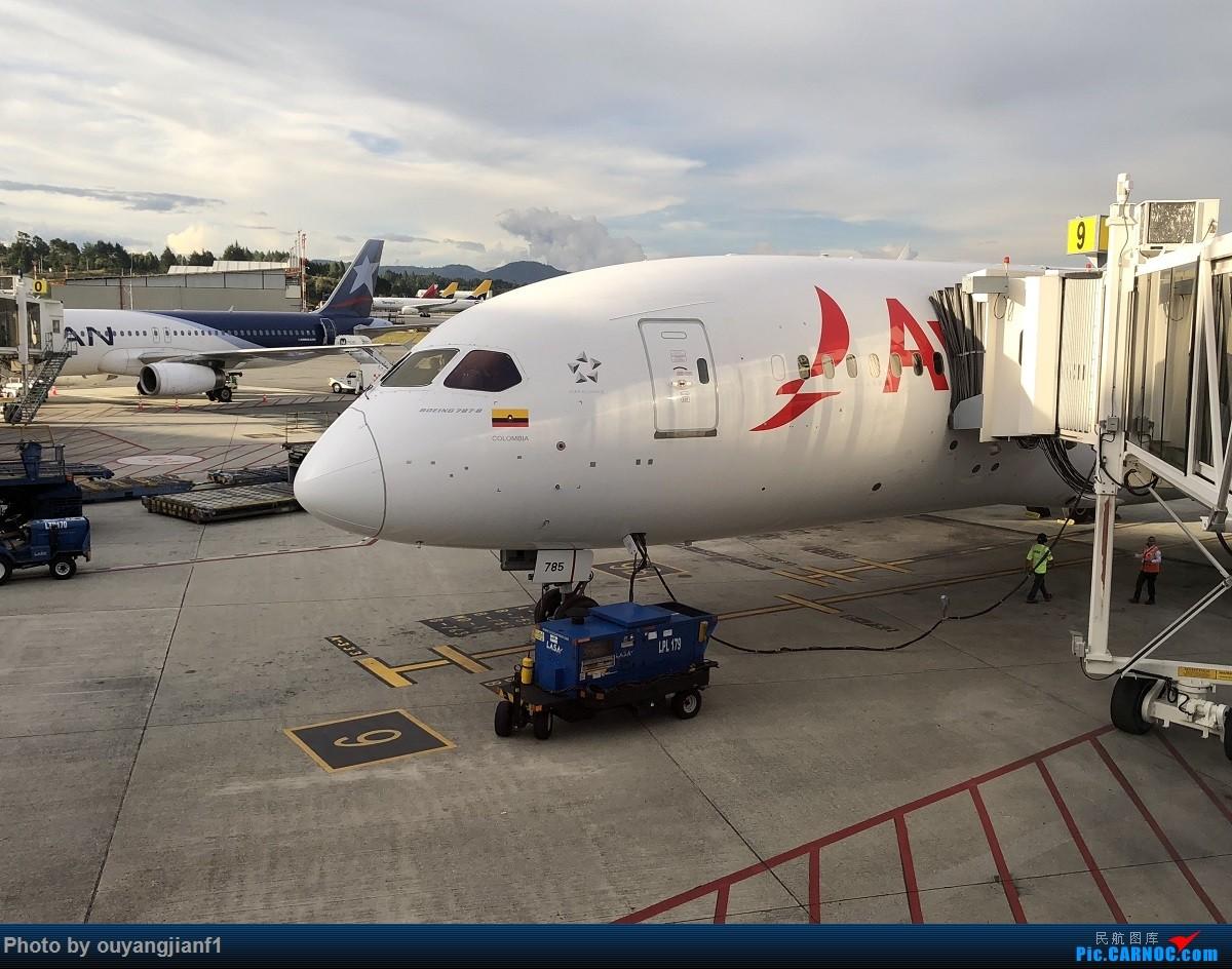 又是好久没来坛子了,发几篇2018年的飞行游记纪念一下吧....第一篇,环球飞行之旅:北京-纽瓦克-波哥大-麦德林-巴拿马城-墨西哥城-法兰克福-北京 BOEING 787-8 N785AV 哥伦比亚麦德林何塞·玛丽亚·科尔多瓦机场