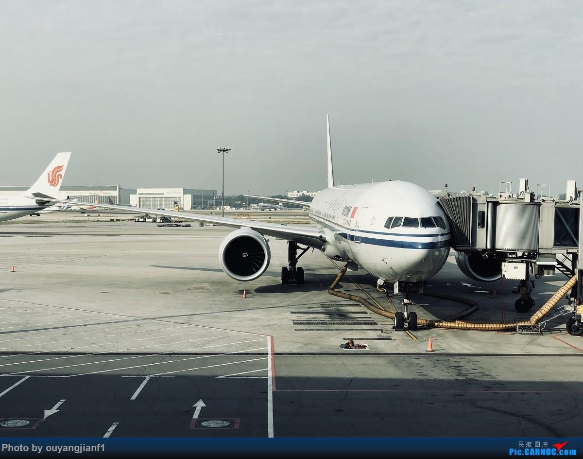 又是好久没来坛子了,发几篇2018年的飞行游记纪念一下吧....第一篇,环球飞行之旅:北京-纽瓦克-波哥大-麦德林-巴拿马城-墨西哥城-法兰克福-北京(完结) BOEING 777-300ER B-7952 中国北京首都国际机场