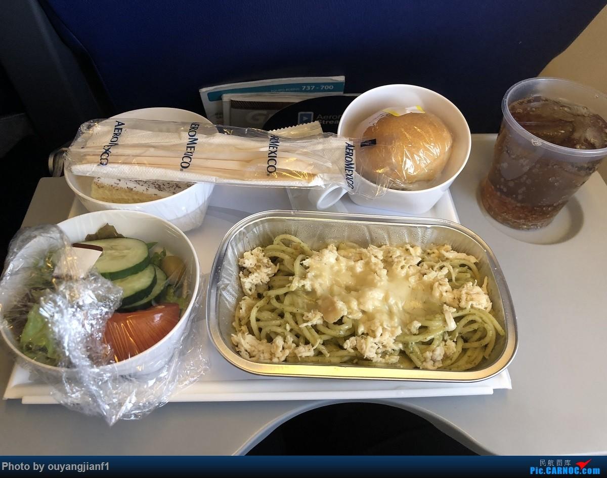 又是好久没来坛子了,发几篇2018年的飞行游记纪念一下吧....第一篇,环球飞行之旅:北京-纽瓦克-波哥大-麦德林-巴拿马城-墨西哥城-法兰克福-北京 BOEING 737-700 N788XA 空中