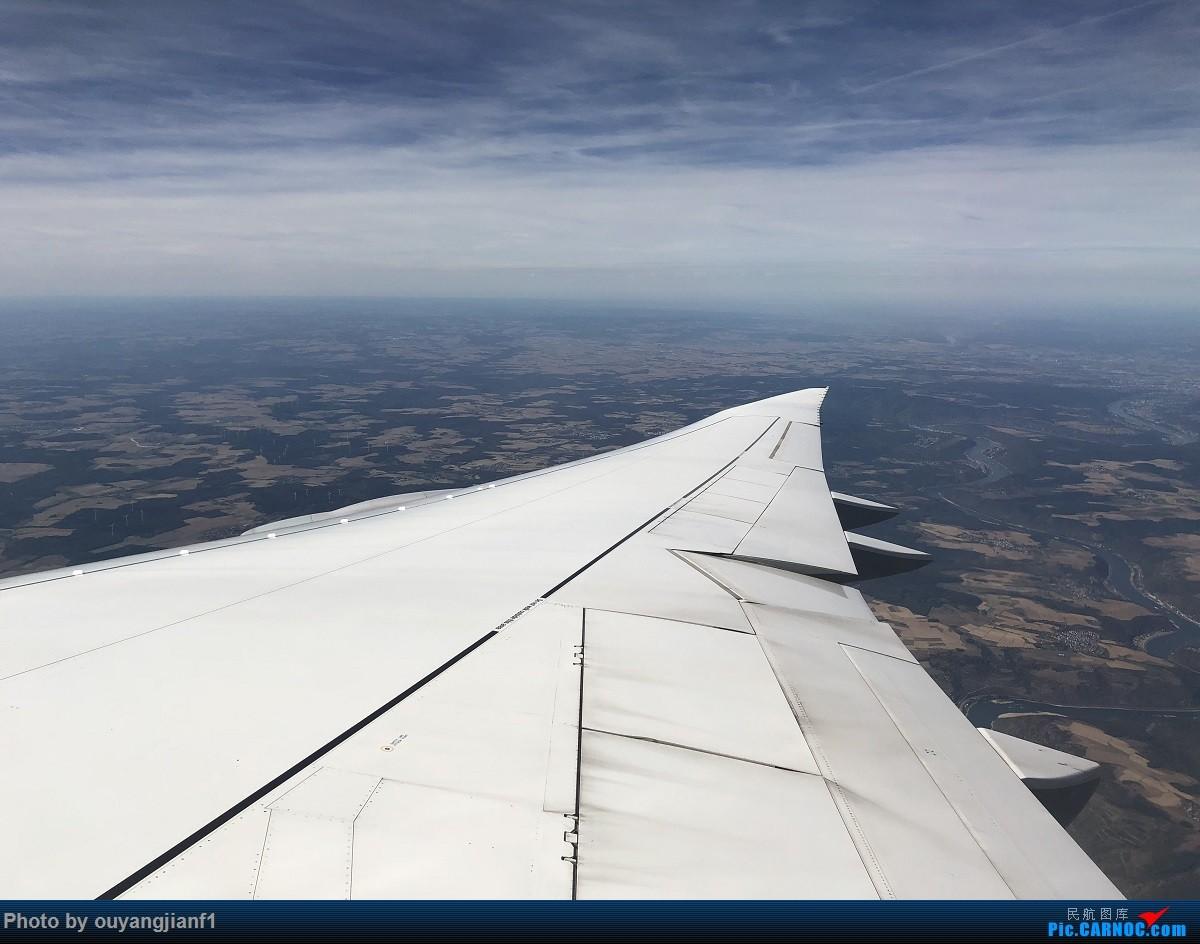 又是好久没来坛子了,发几篇2018年的飞行游记纪念一下吧....第一篇,环球飞行之旅:北京-纽瓦克-波哥大-麦德林-巴拿马城-墨西哥城-法兰克福-北京 BOEING 747-8I D-ABYN 德国法兰克福机场