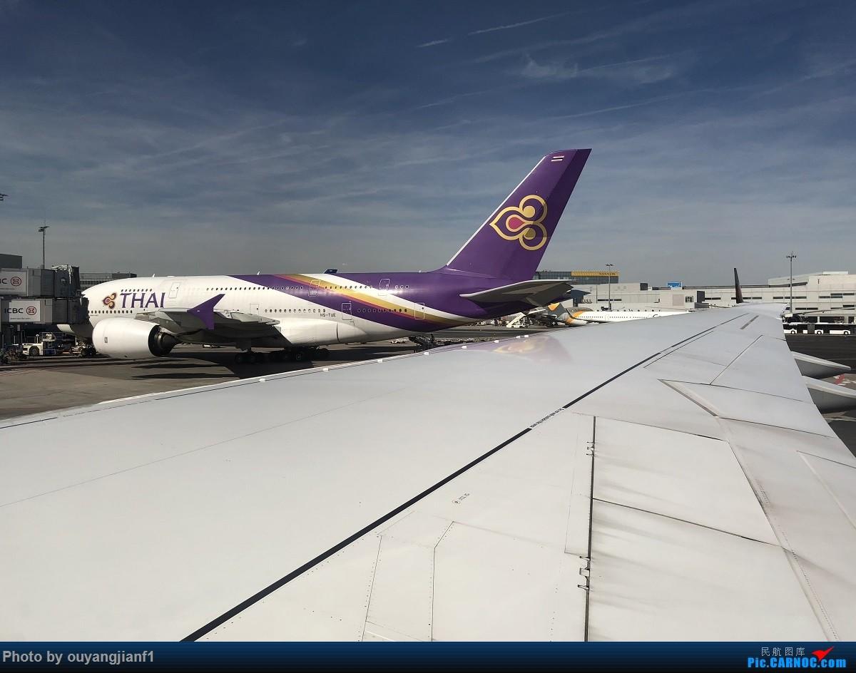 又是好久没来坛子了,发几篇2018年的飞行游记纪念一下吧....第一篇,环球飞行之旅:北京-纽瓦克-波哥大-麦德林-巴拿马城-墨西哥城-法兰克福-北京 AIRBUS A380-800 HS-TUE 德国法兰克福机场