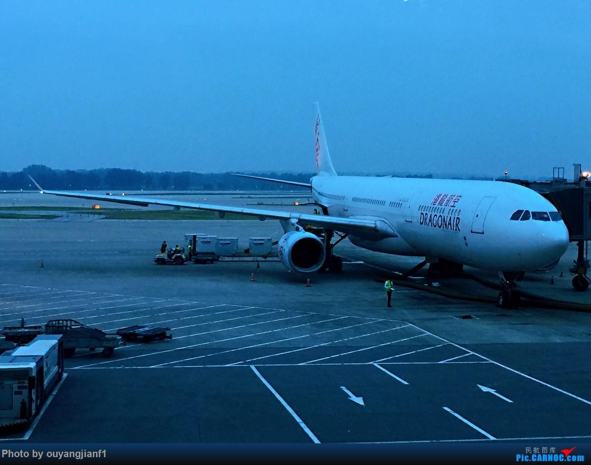 又是好久没来坛子了,发几篇2018年的飞行游记纪念一下吧...第二篇:北京-胡志明市-吉隆坡-雅加达-北京的东南亚之旅 AIRBUS A330-300 B-HYE 中国北京首都国际机场