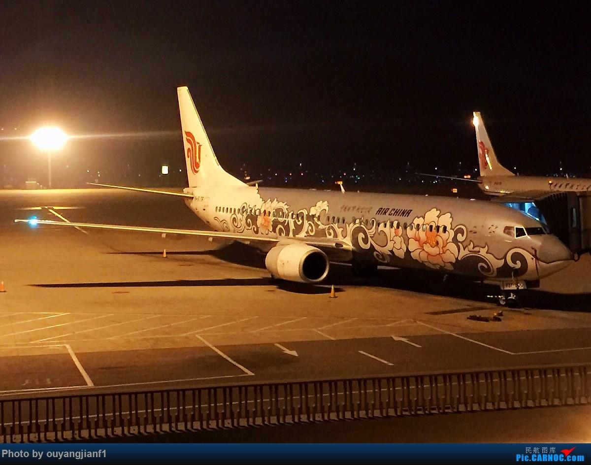 又是好久没来坛子了,发几篇2018年的飞行游记纪念一下吧...第二篇:北京-胡志明市-吉隆坡-雅加达-北京的东南亚之旅 BOEING 737-800 B-5176 中国北京首都国际机场