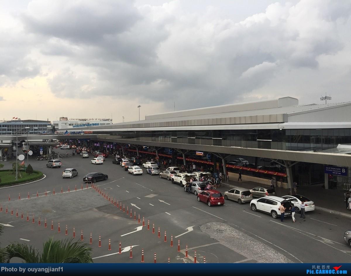 又是好久没来坛子了,发几篇2018年的飞行游记纪念一下吧...第二篇:北京-胡志明市-吉隆坡-雅加达-北京的东南亚之旅    越南胡志明市新山一国际机场