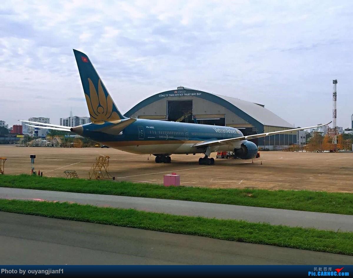 又是好久没来坛子了,发几篇2018年的飞行游记纪念一下吧...第二篇:北京-胡志明市-吉隆坡-雅加达-北京的东南亚之旅 BOEING 787-9 VN-863 越南胡志明市新山一国际机场