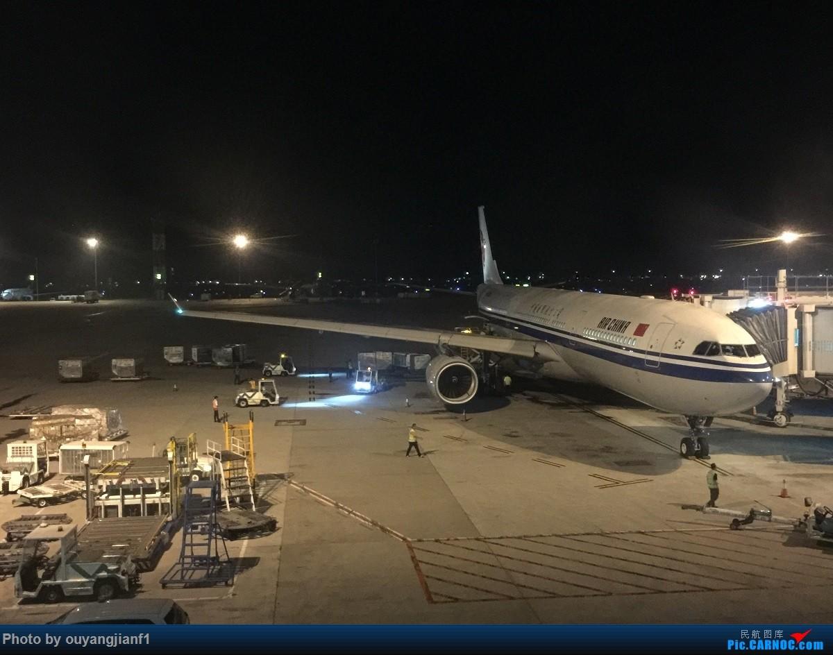 又是好久没来坛子了,发几篇2018年的飞行游记纪念一下吧...第二篇:北京-胡志明市-吉隆坡-雅加达-北京的东南亚之旅 AIRBUS A330-300 B-5906 印度尼西亚雅加达苏加诺-哈达国际机场