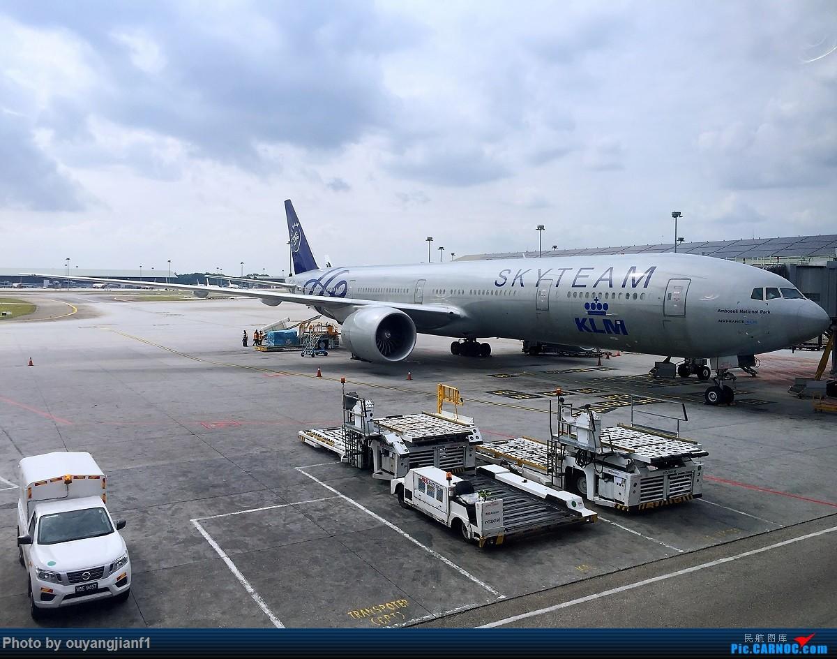 又是好久没来坛子了,发几篇2018年的飞行游记纪念一下吧...第二篇:北京-胡志明市-吉隆坡-雅加达-北京的东南亚之旅 BOEING 777-300ER PH-BVD 马来西亚吉隆坡国际机场