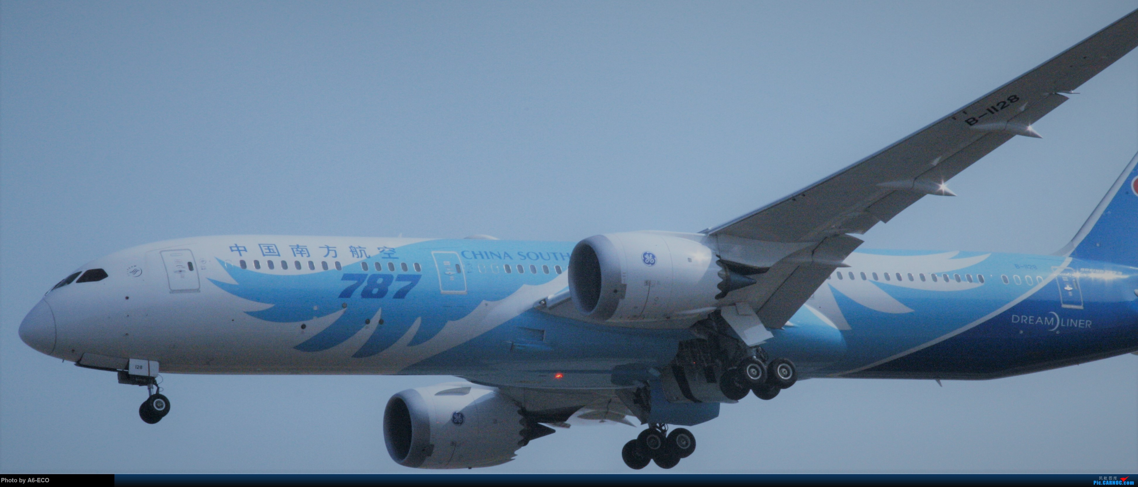 Re:[原创]今天运气极好,云南孔雀,B-1070,2个菜航邮戳,泡菜航彩绘,东航邮戳...... BOEING 787-9 B-1128 中国北京首都国际机场