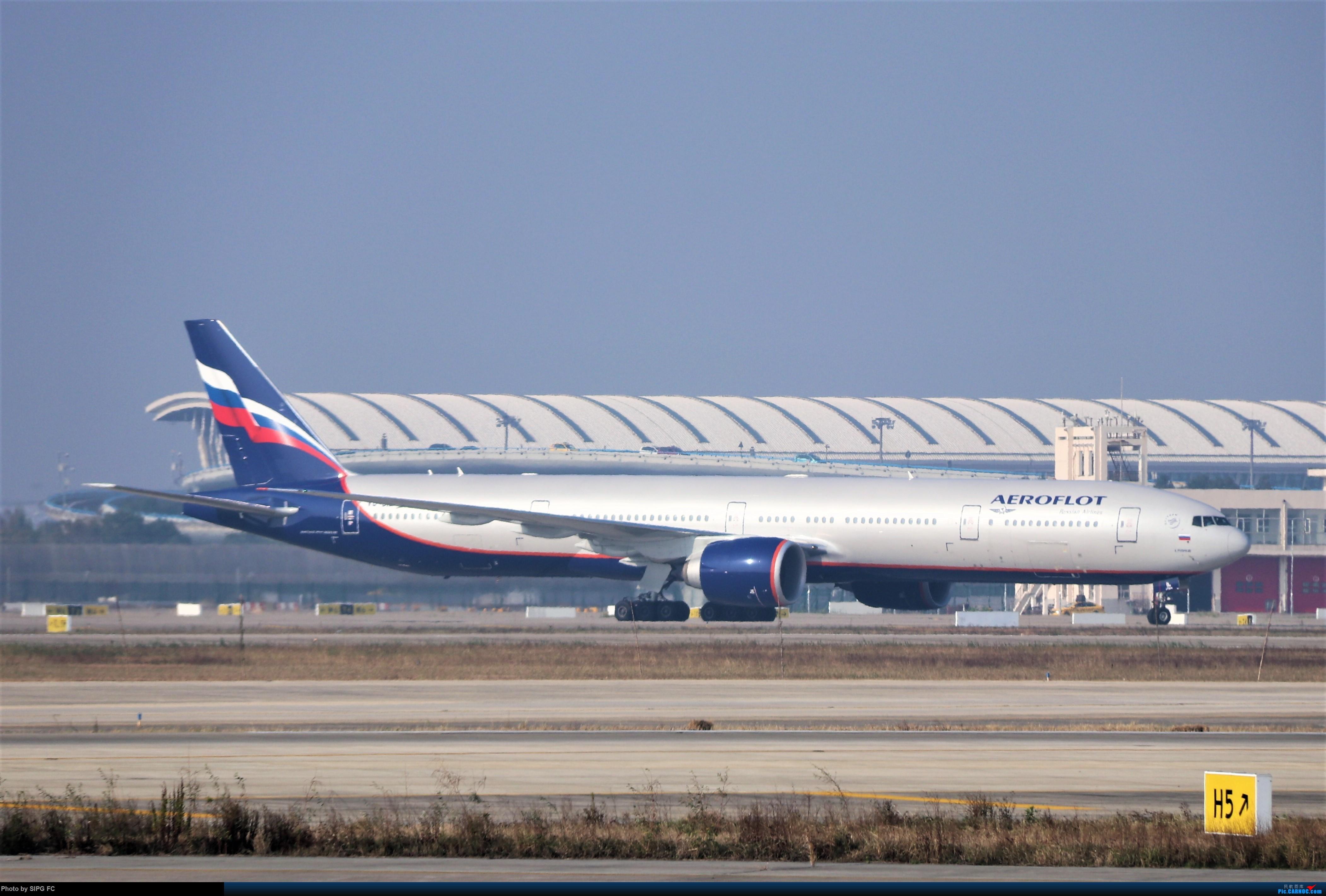 [原创]清晨浓雾散去后繁忙的浦东机场 BOEING 777-300ER VQ-BIL 中国上海浦东国际机场