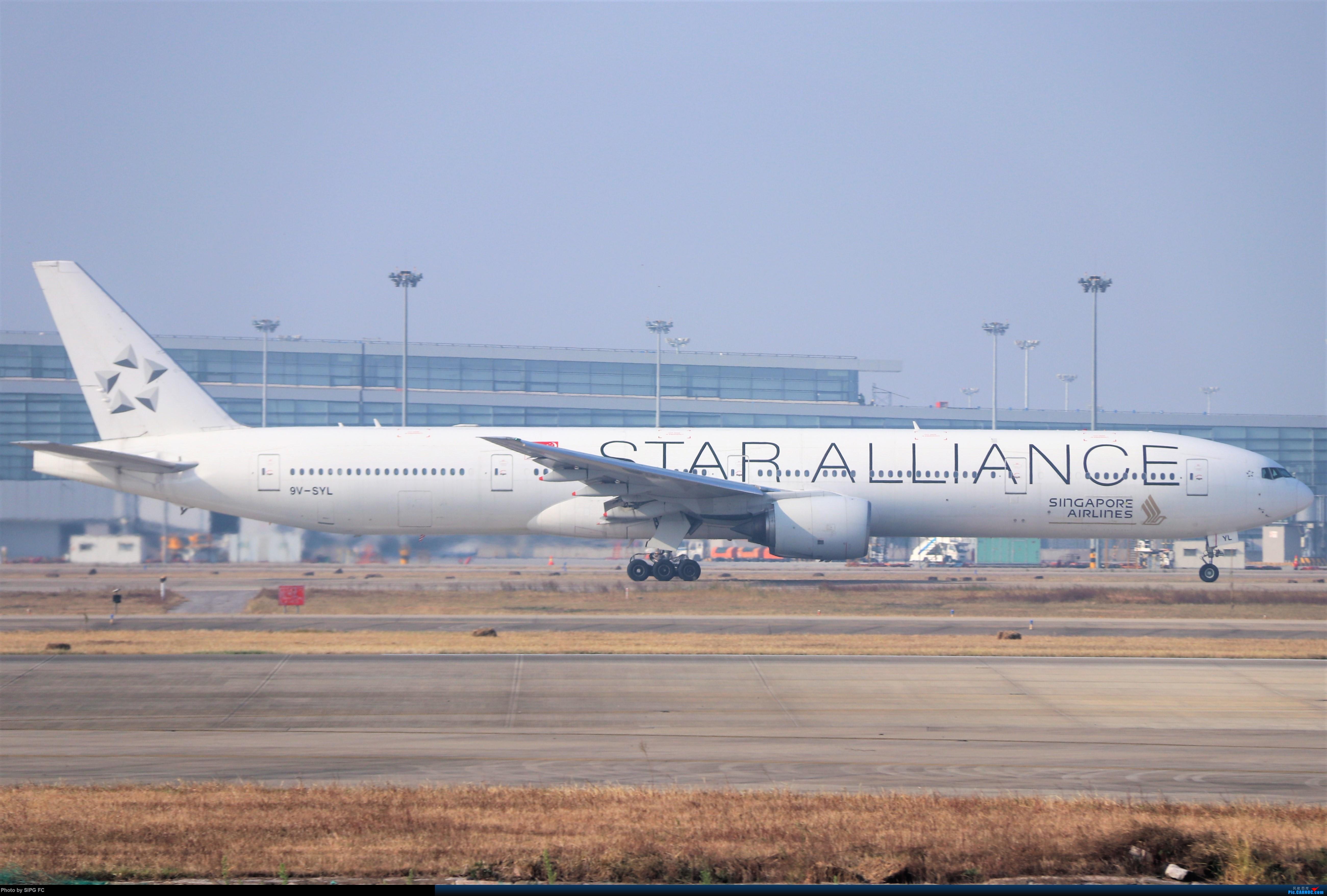 Re:[原创]清晨浓雾散去后繁忙的浦东机场 BOEING 777-300ER 9V-SYL 中国上海浦东国际机场